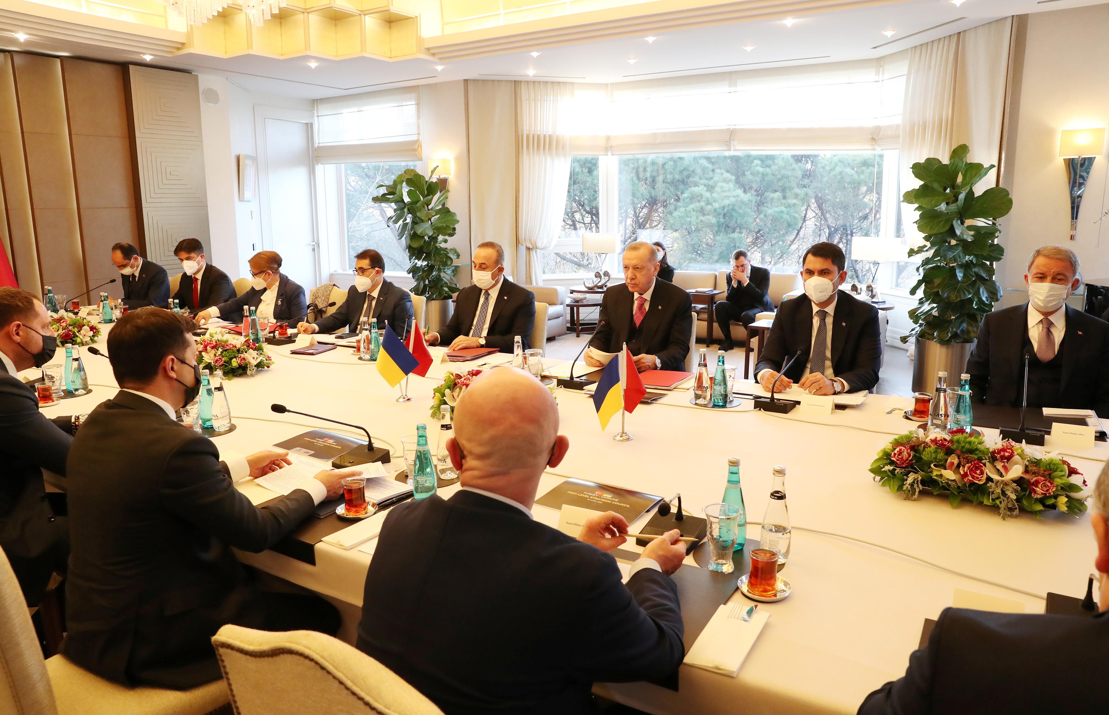 Turkish President Tayyip Erdogan and Ukraine's President Volodymyr Zelenskiy attend a meeting in Istanbul, Turkey, April 10, 2021. Murat Cetinmuhurdar/Presidential Press Office/Handout via REUTERS