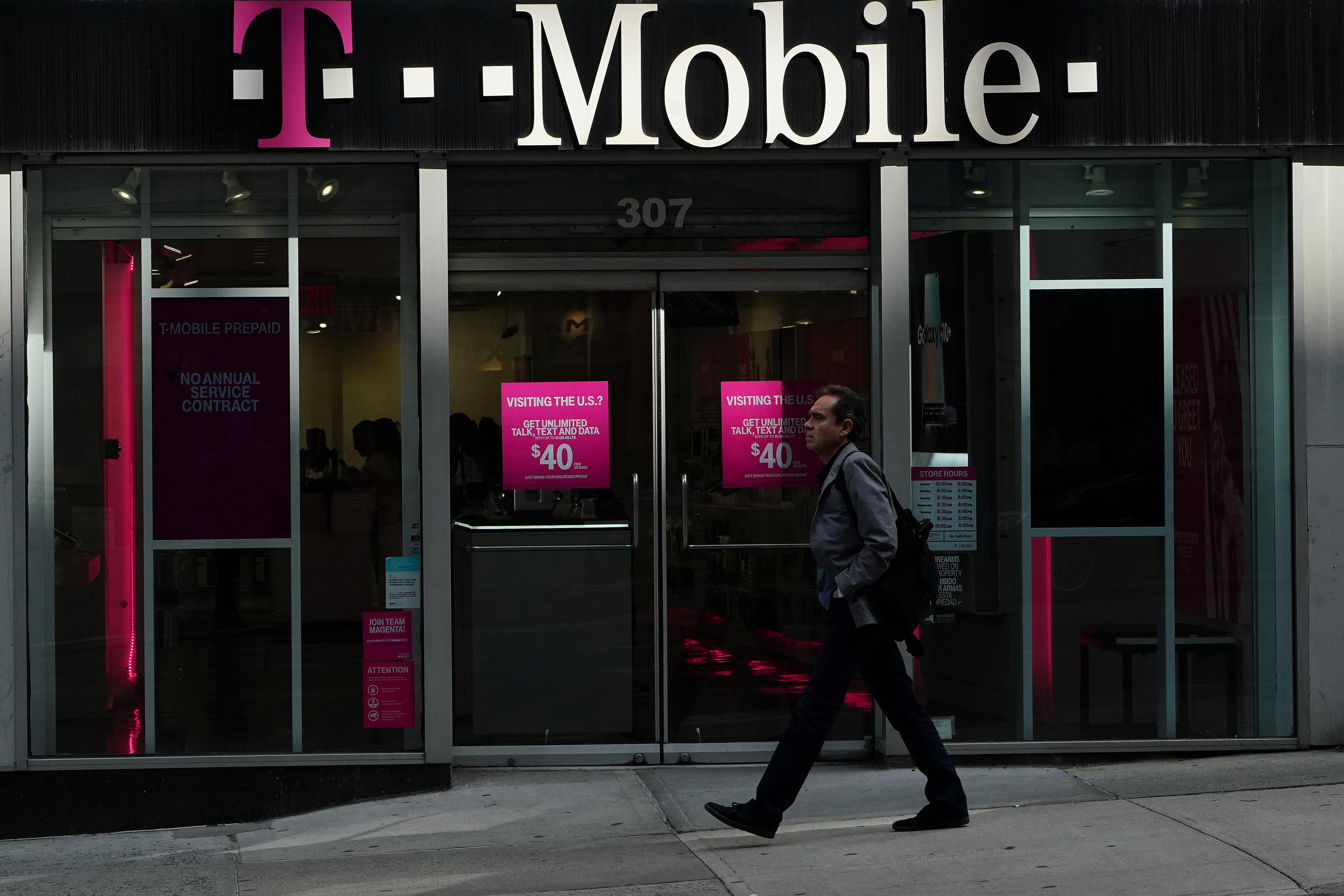 A T-Mobile store in the Manhattan borough of New York, U.S. REUTERS/Carlo Allegri