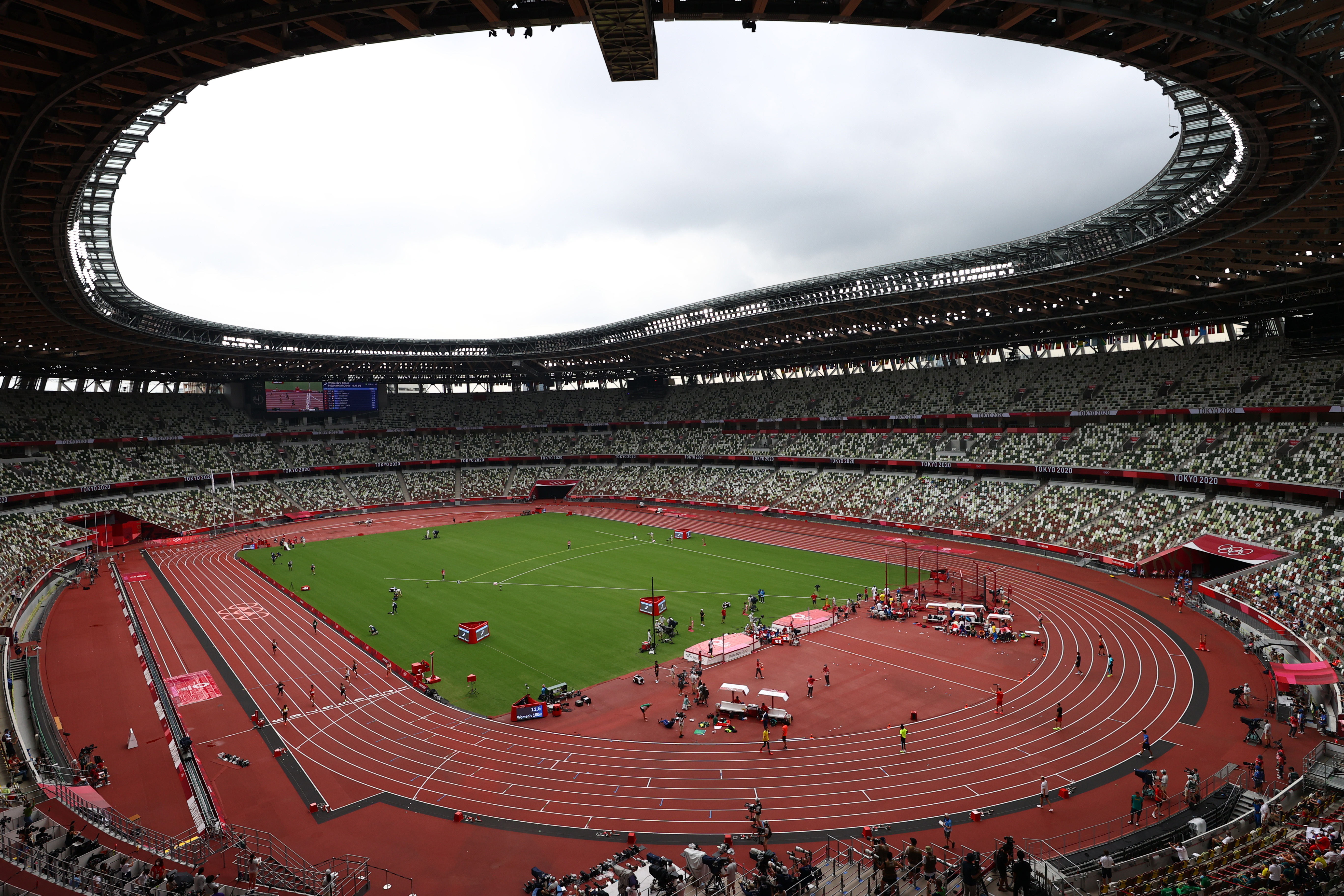 Tokyo 2020 Olympics - Athletics - Women's 100m - Preliminary Round - OLS - Olympic Stadium, Tokyo, Japan - July 30, 2021. General view of the Olympic Stadium during Heat 3 REUTERS/Andrew Boyers