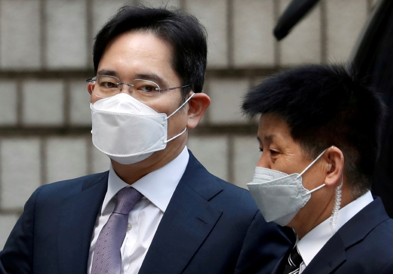 Samsung Group's Jay Y. Lee arrives for a court hearing to review a detention warrant request against him at the Seoul Central District Court in Seoul, South Korea, June 8, 2020. REUTERS/Kim Hong-Ji/File Photo