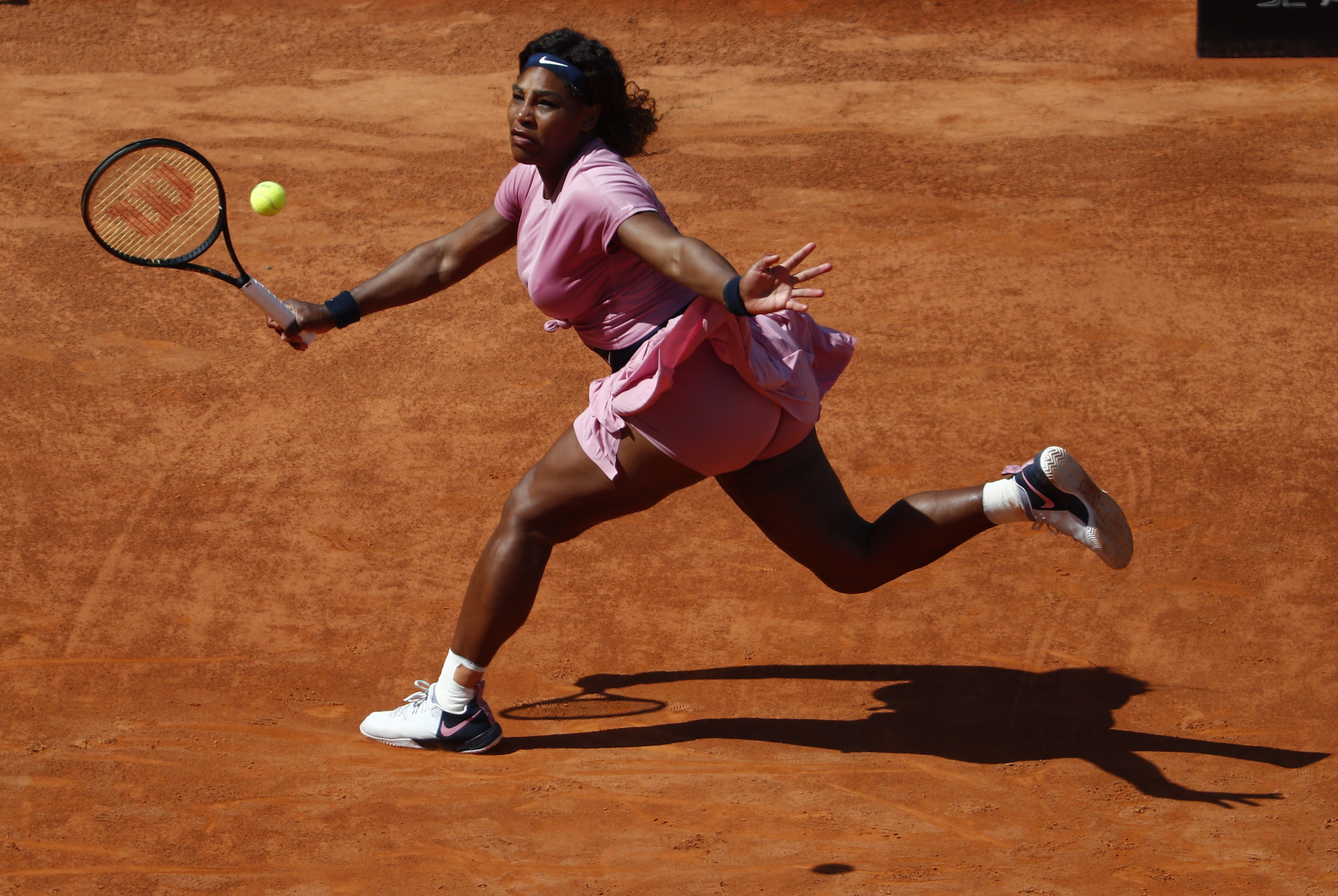Tennis - WTA Premier 5 - Italian Open - Foro Italico, Rome, Italy - May 12, 2021 Serena Williams of the U.S. in action during her second round match against Argentina's Nadia Podoroska REUTERS/Guglielmo Mangiapane