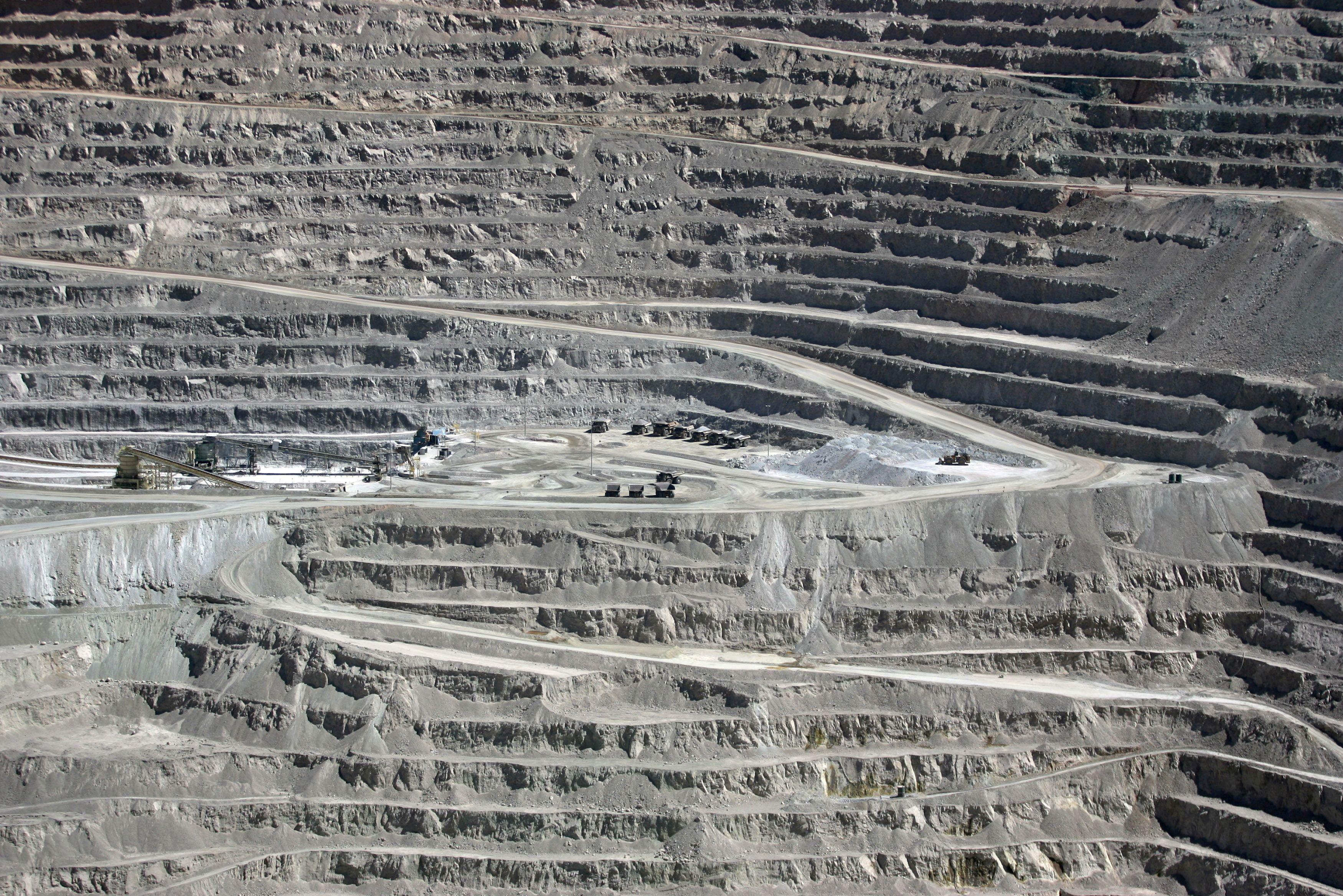 A view of the BHP Billiton's Escondida, the world's biggest copper mine, in northern Chile, in Antofagasta, Chile March 31, 2008. REUTERS/Ivan Alvarado