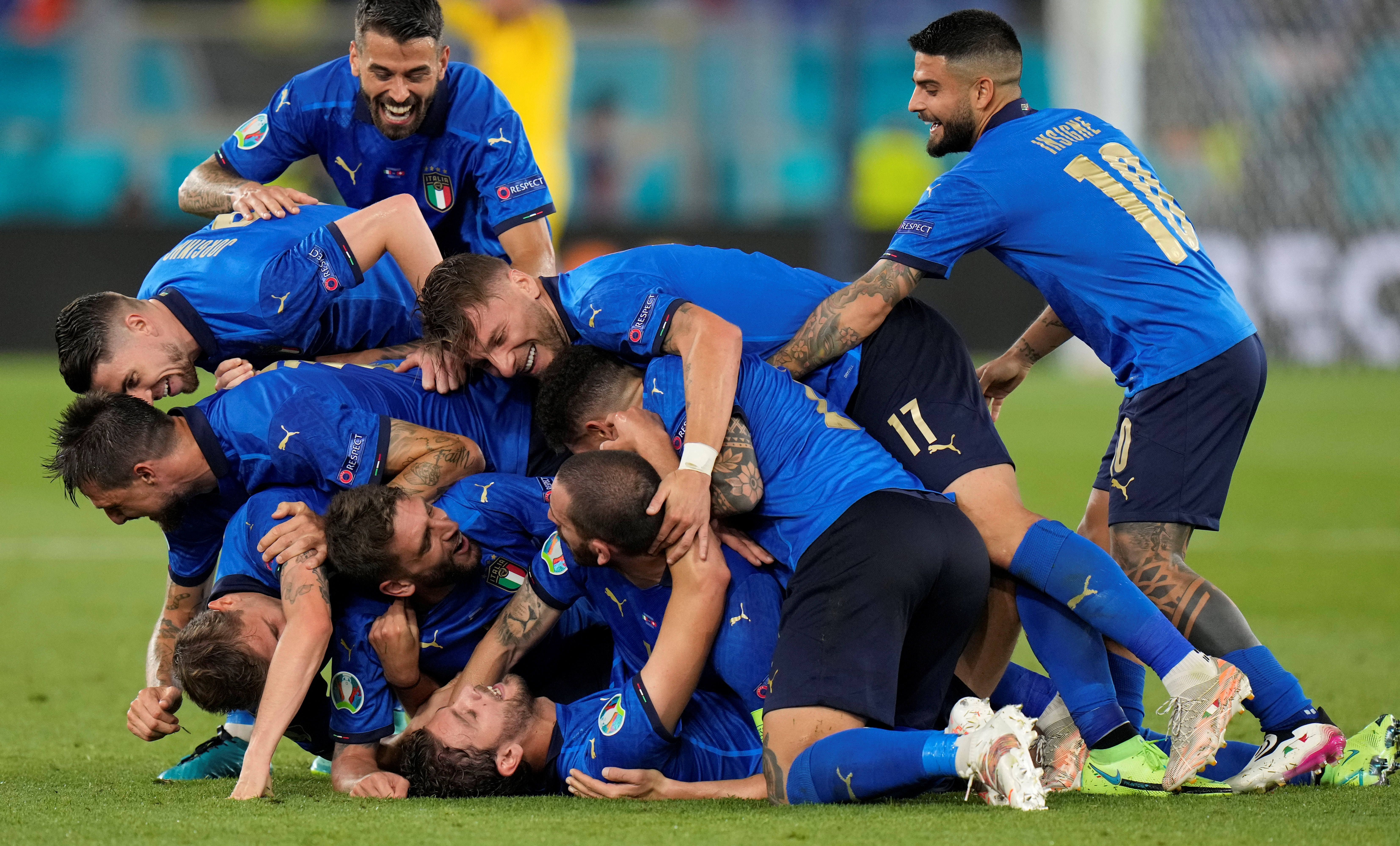 Soccer Football - Euro 2020 - Group A - Italy v Switzerland - Stadio Olimpico, Rome, Italy - June 16, 2021 Italy's Manuel Locatelli celebrates scoring their second goal with teammates Pool via REUTERS/Alessandra Tarantino     TPX IMAGES OF THE DAY