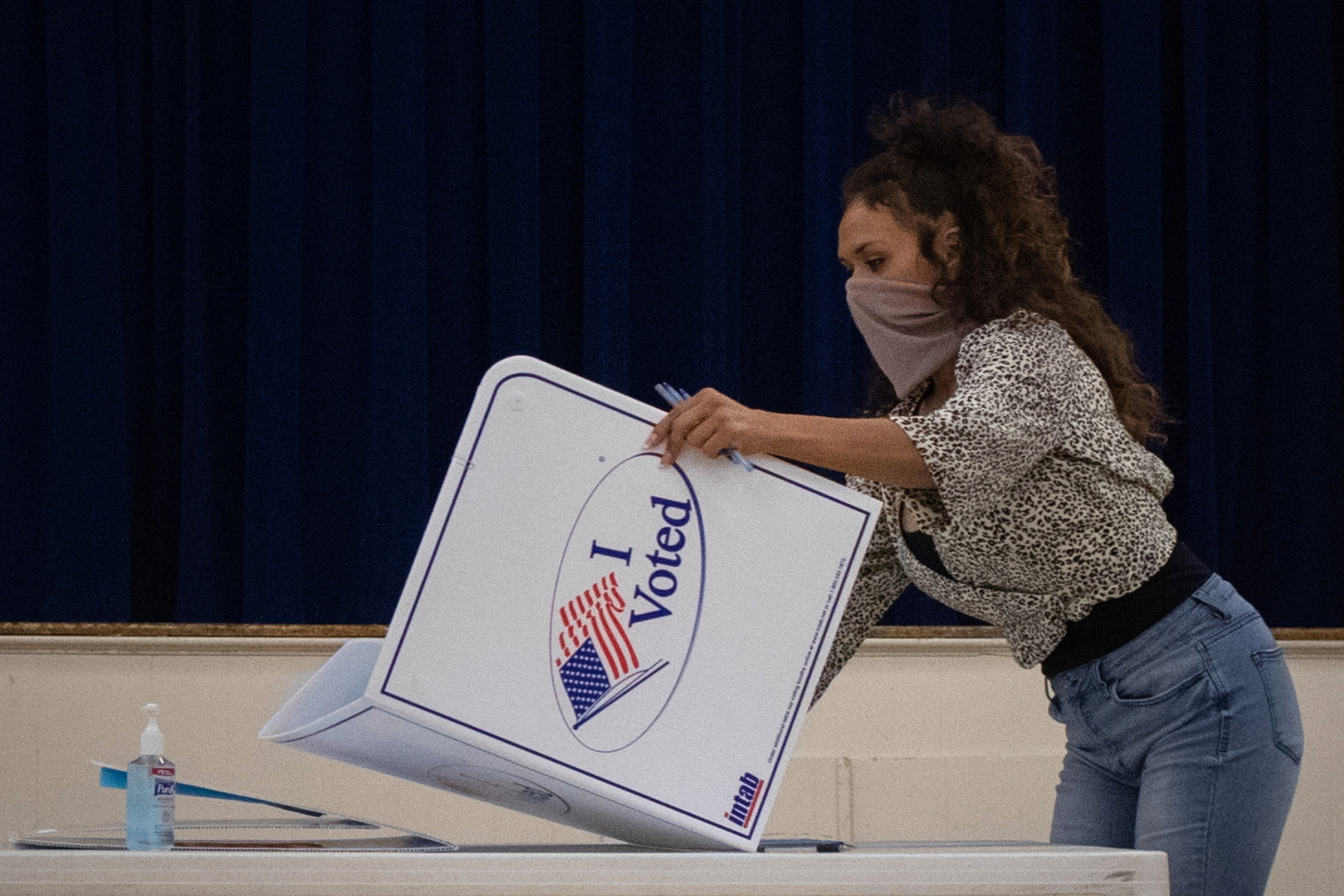 Presidio County election judge Lauren Martinez folds a booth after polls and voting ended for the 2020 U.S. presidential election in Marfa, Texas, U.S., November 3, 2020. REUTERS/Adrees Latif
