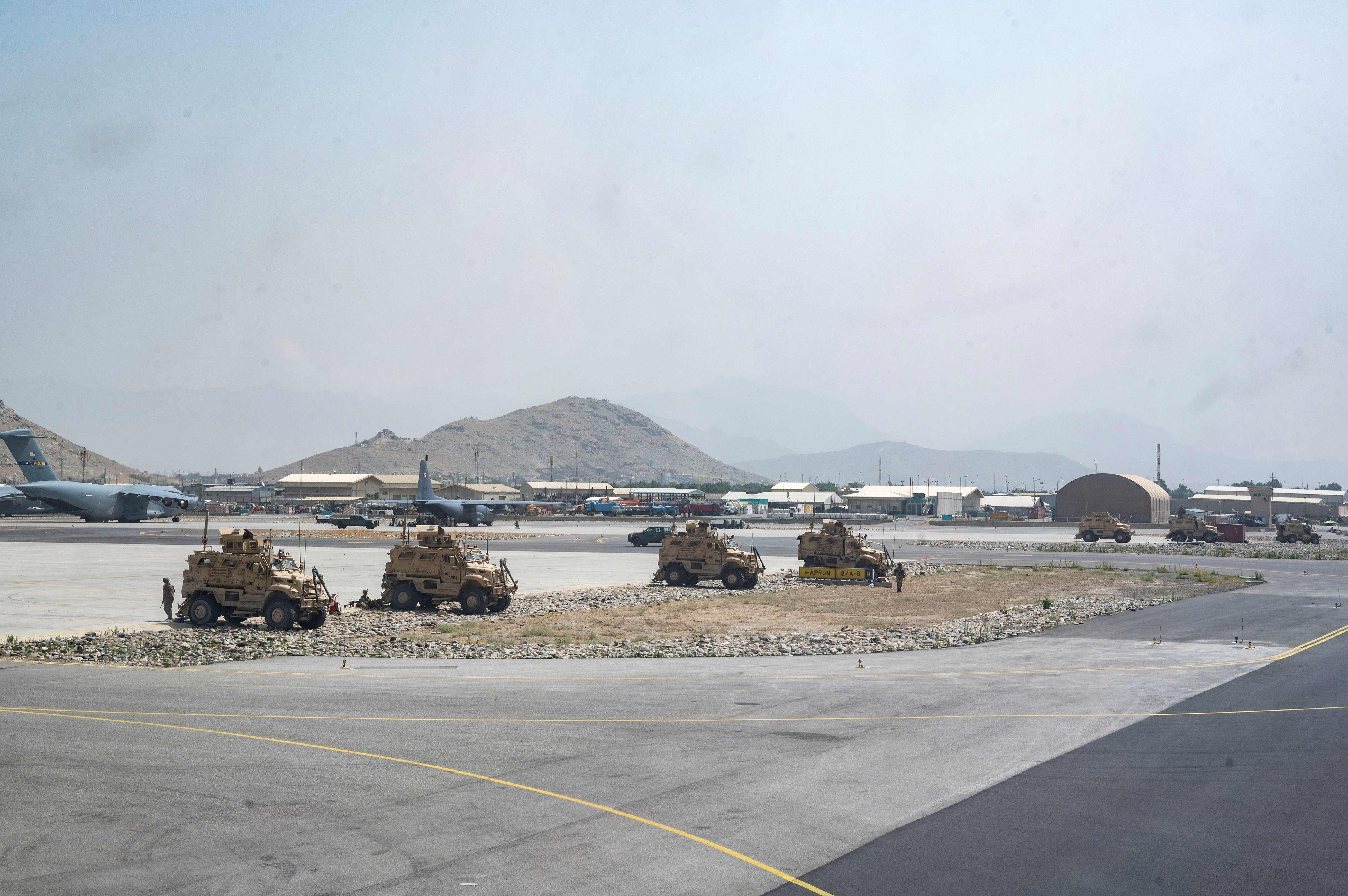 U.S. Army soldiers assigned to the 82nd Airborne Division patrol Hamid Karzai International Airport in Kabul, Afghanistan August 17, 2021. U.S. Air Force/Senior Airman Taylor Crul/Handout via REUTERS