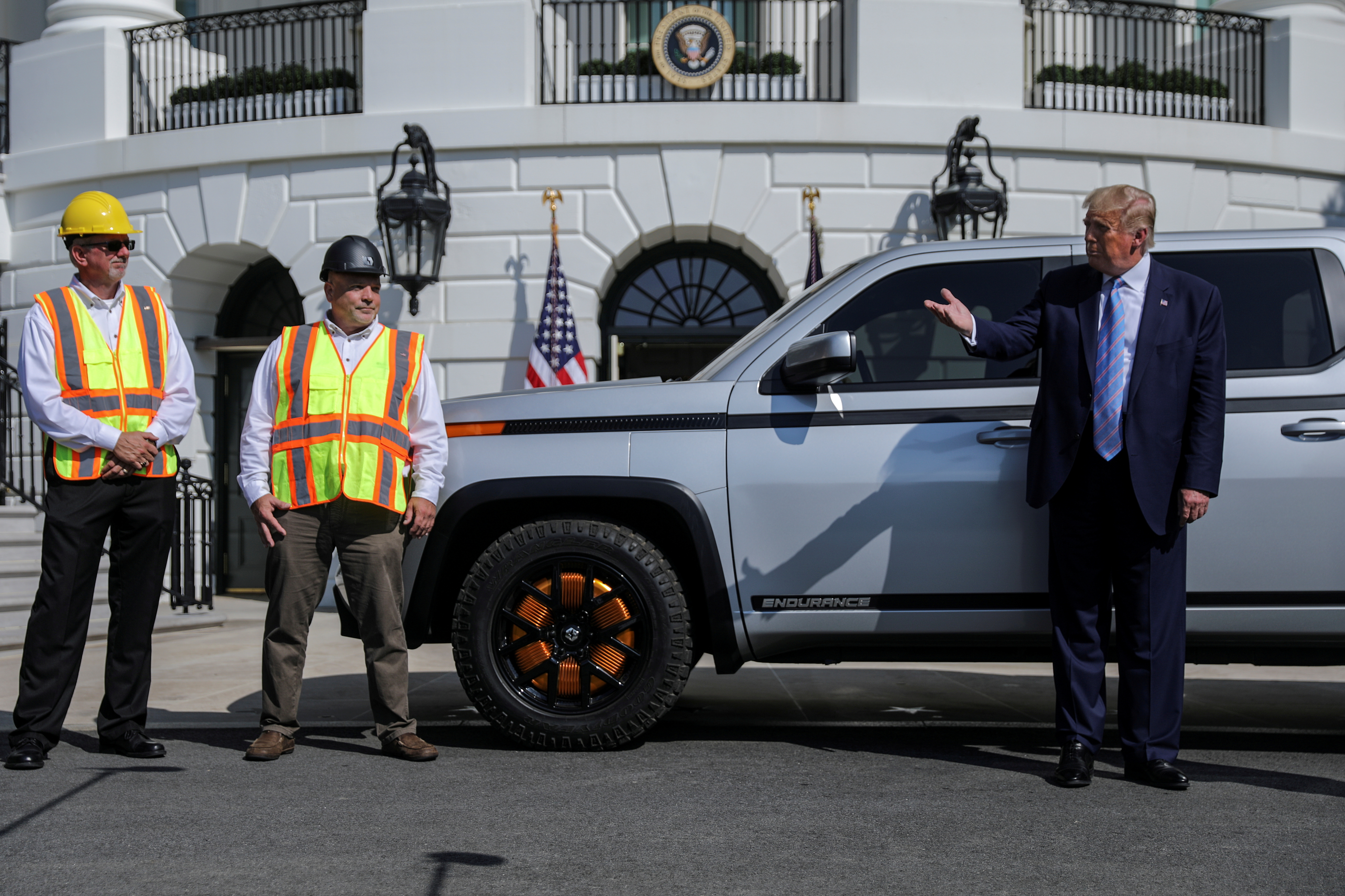 A 2021 Lordstown Motors Endurance truck is pictured at the White House in Washington D.C. behind former U.S. President Donald Trump. Washington, U.S., September 28, 2020. REUTERS/Carlos Barria