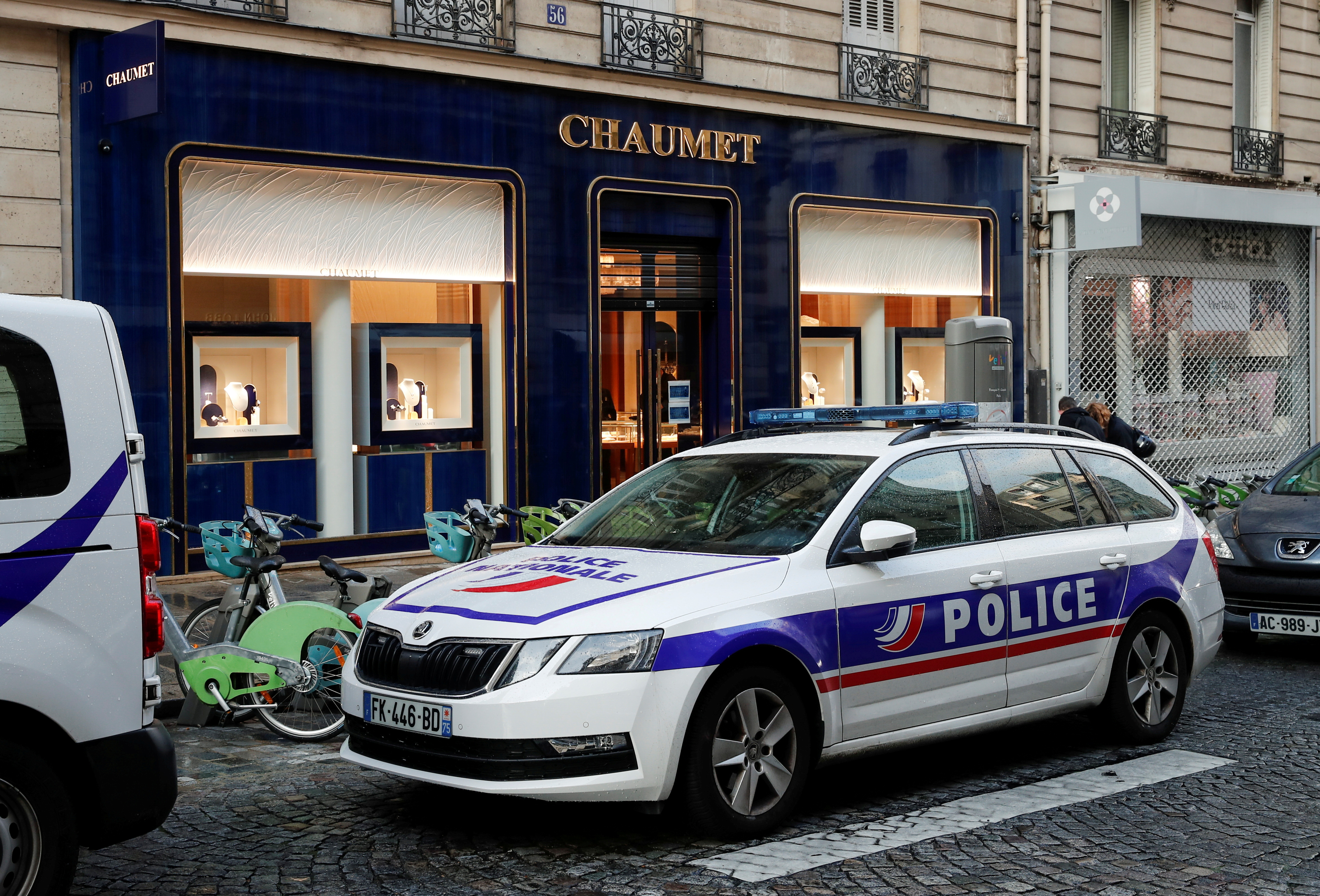A police vehicle stands outside the Chaumet jewelry store that was targeted by a robbery in Paris, France July 27, 2021. REUTERS/Benoit Tessier/File Photo