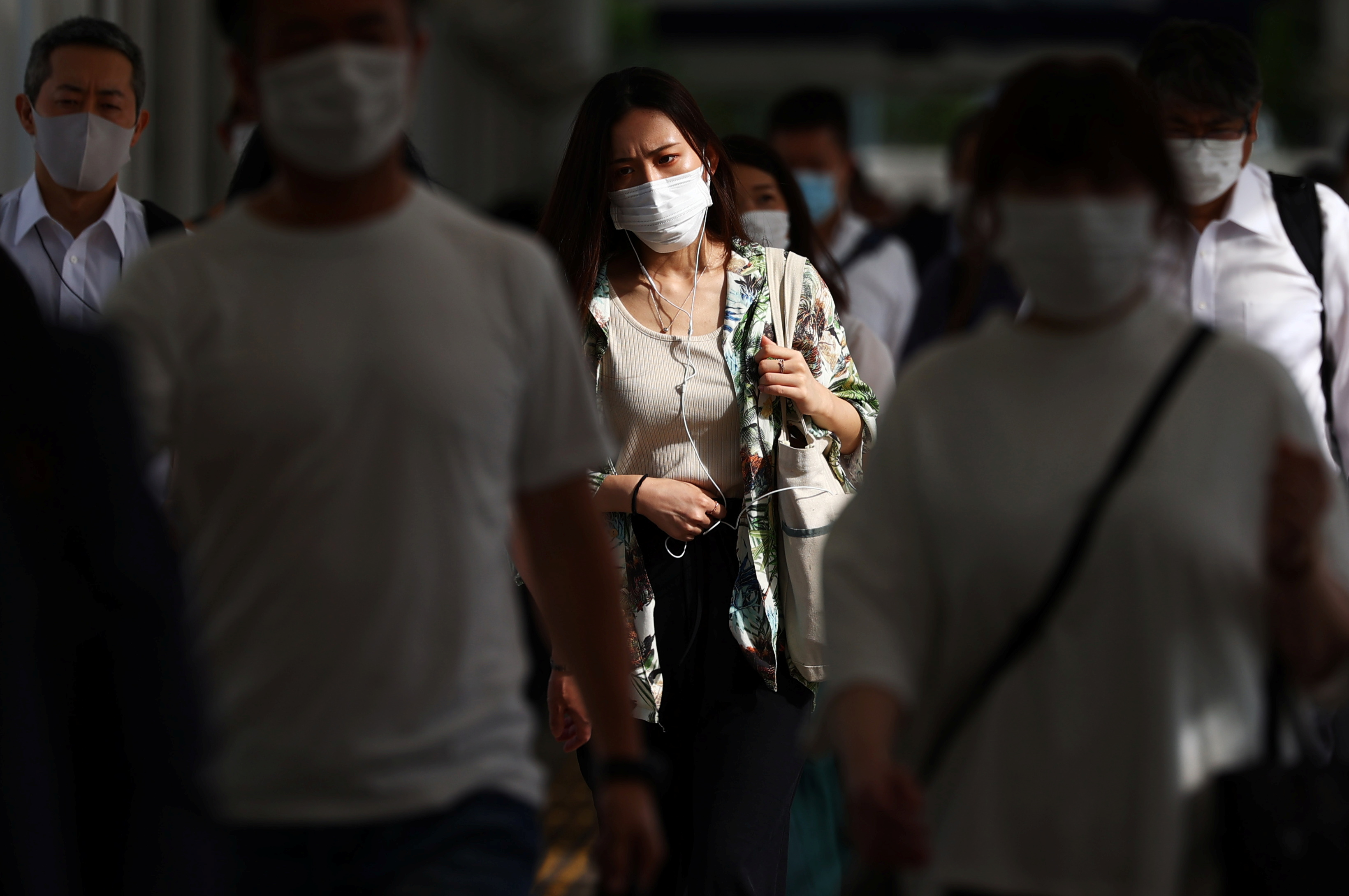 Commuters wearing masks leave a train station during the coronavirus disease (COVID-19) outbreak in Tokyo, Japan July 16, 2021. REUTERS/Edgar Su