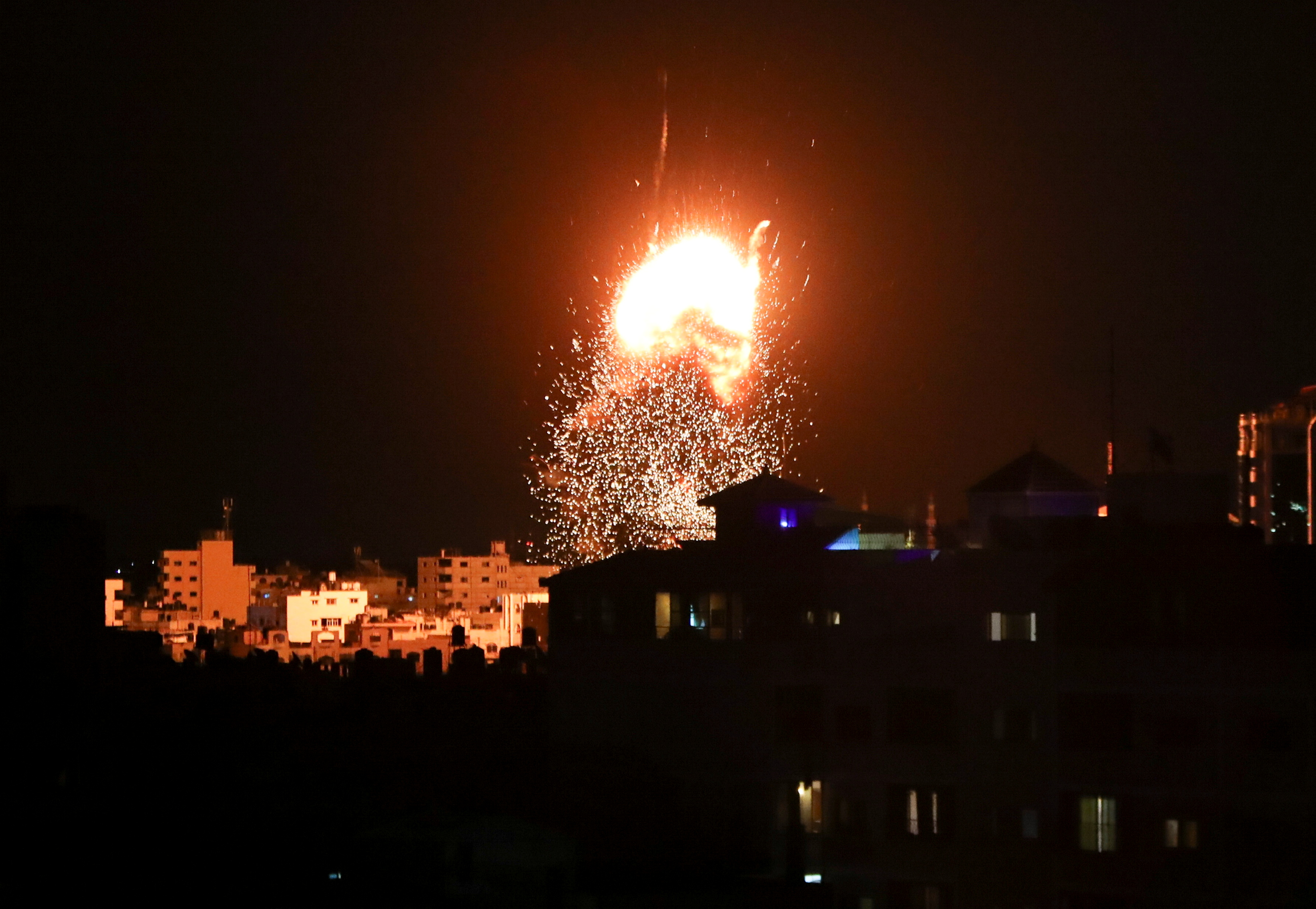 Smoke and flames rise above a building during Israeli air strikes, amid a flare-up of Israeli-Palestinian fighting, in Gaza City May 17, 2021. REUTERS/Mohammed Salem