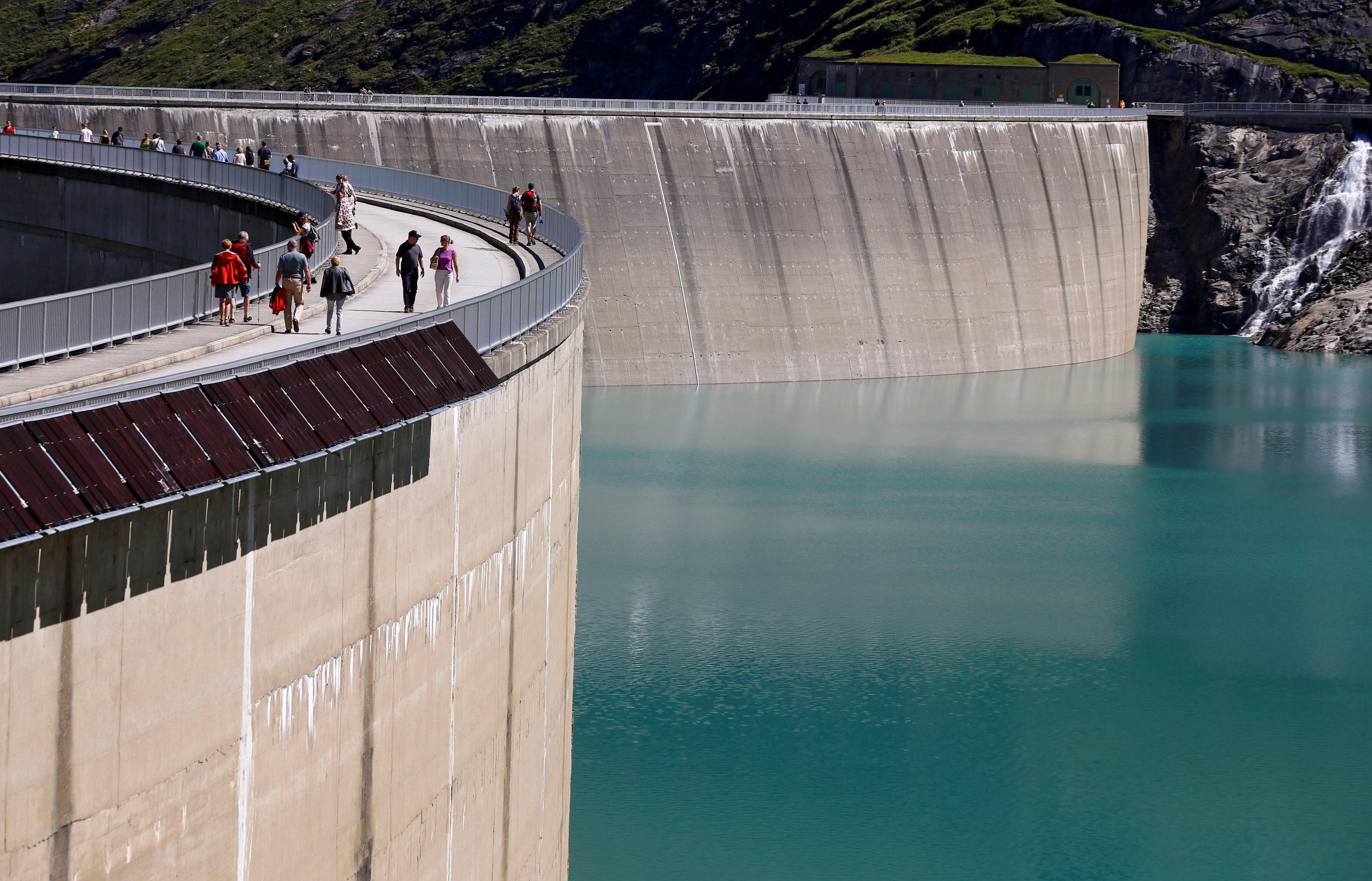 The Mooserboden water reservoir of Austrian hydropower producer Verbund is seen near Kaprun, Austria, August 31, 2016. REUTERS/Leonhard Foeger