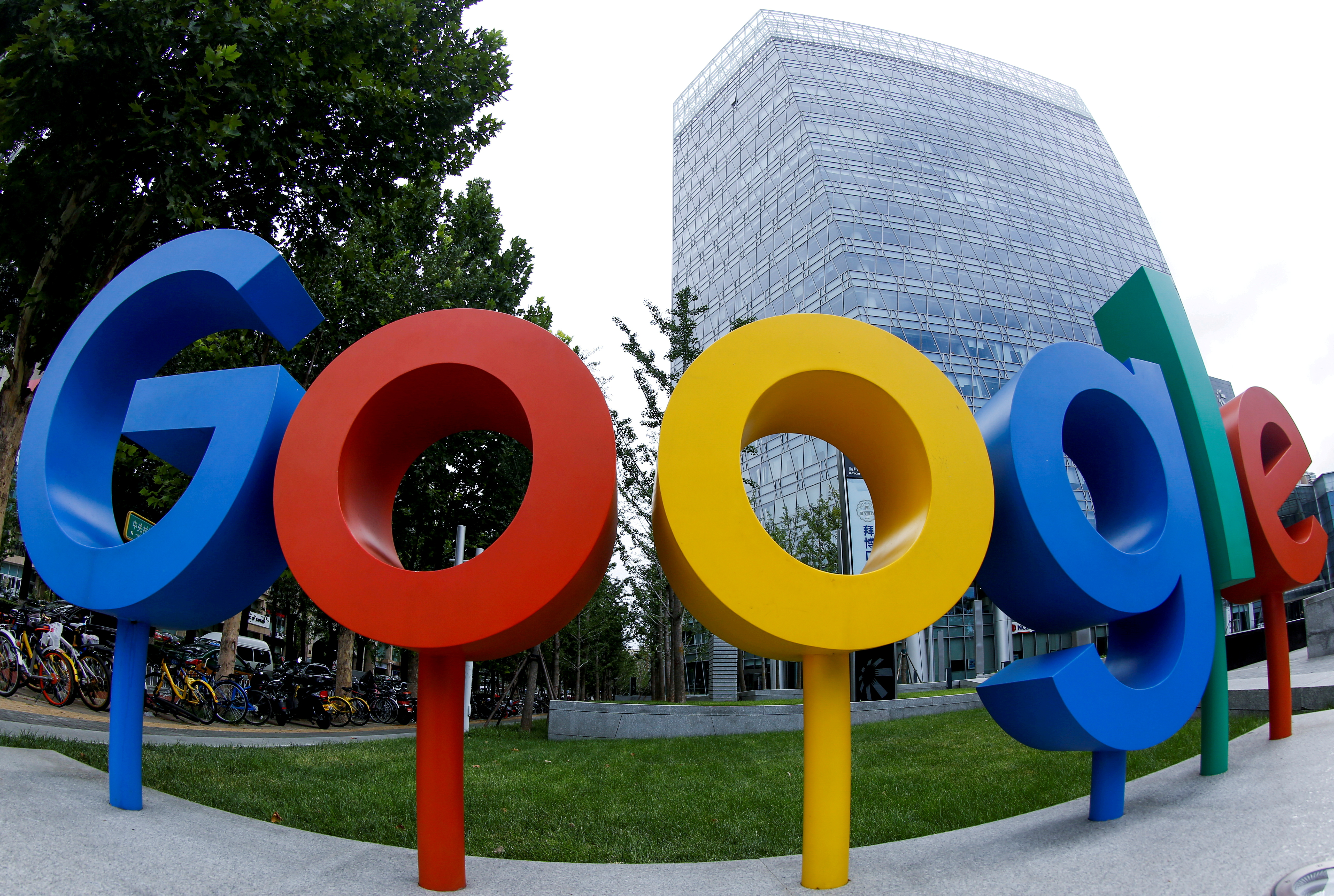 The brand logo of Alphabet Inc's Google is seen outside its office in Beijing, China August 8, 2018.  Picture taken with a fisheye lens. REUTERS/Thomas Peter/File Photo