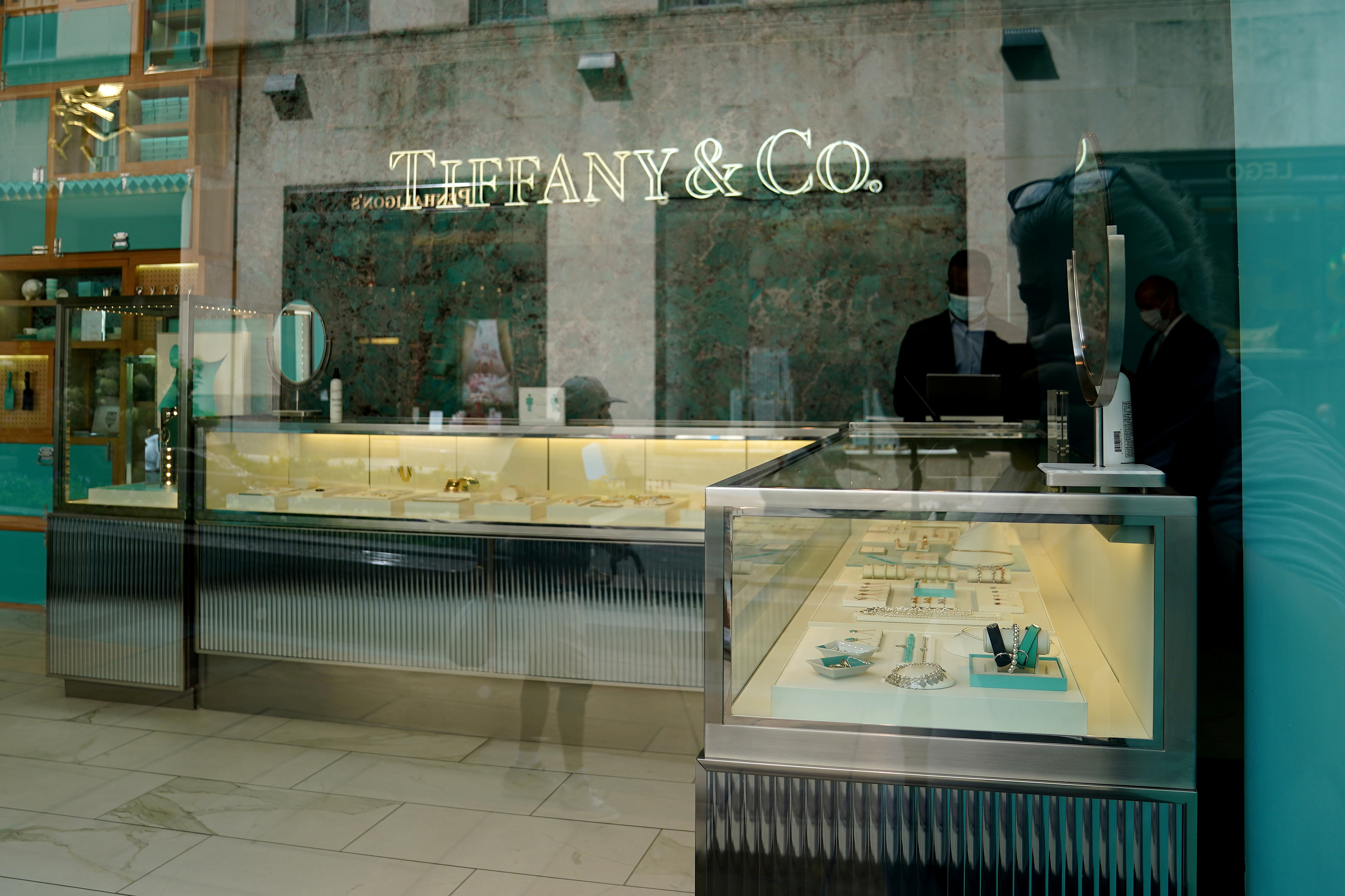 A Tiffany & Co. store is pictured in the Manhattan borough of New York City, New York, U.S., September 10, 2020.  REUTERS/Carlo Allegri/File Photo