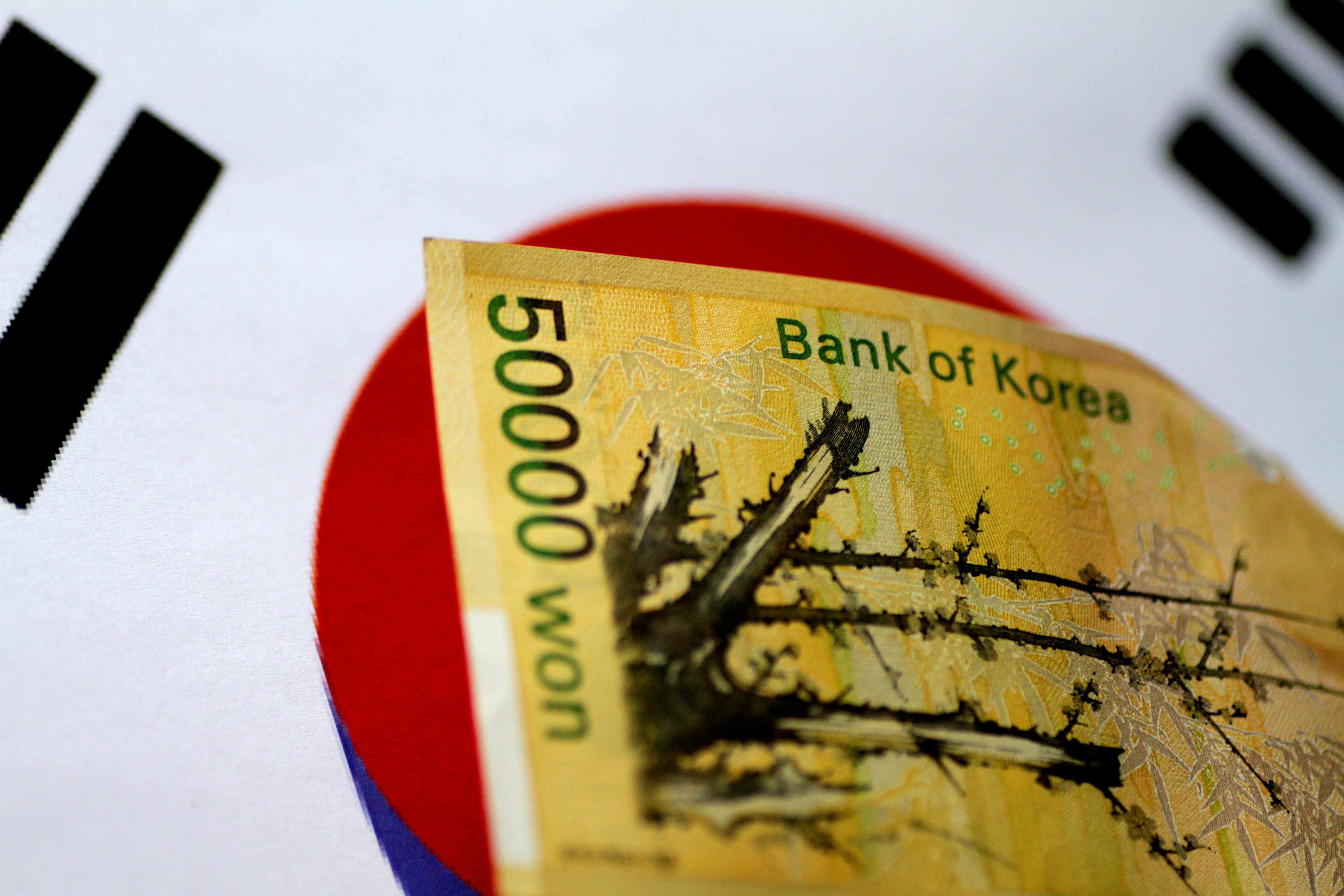 A South Korea won note is seen in this illustration photo May 31, 2017.     REUTERS/Thomas White/Illustration
