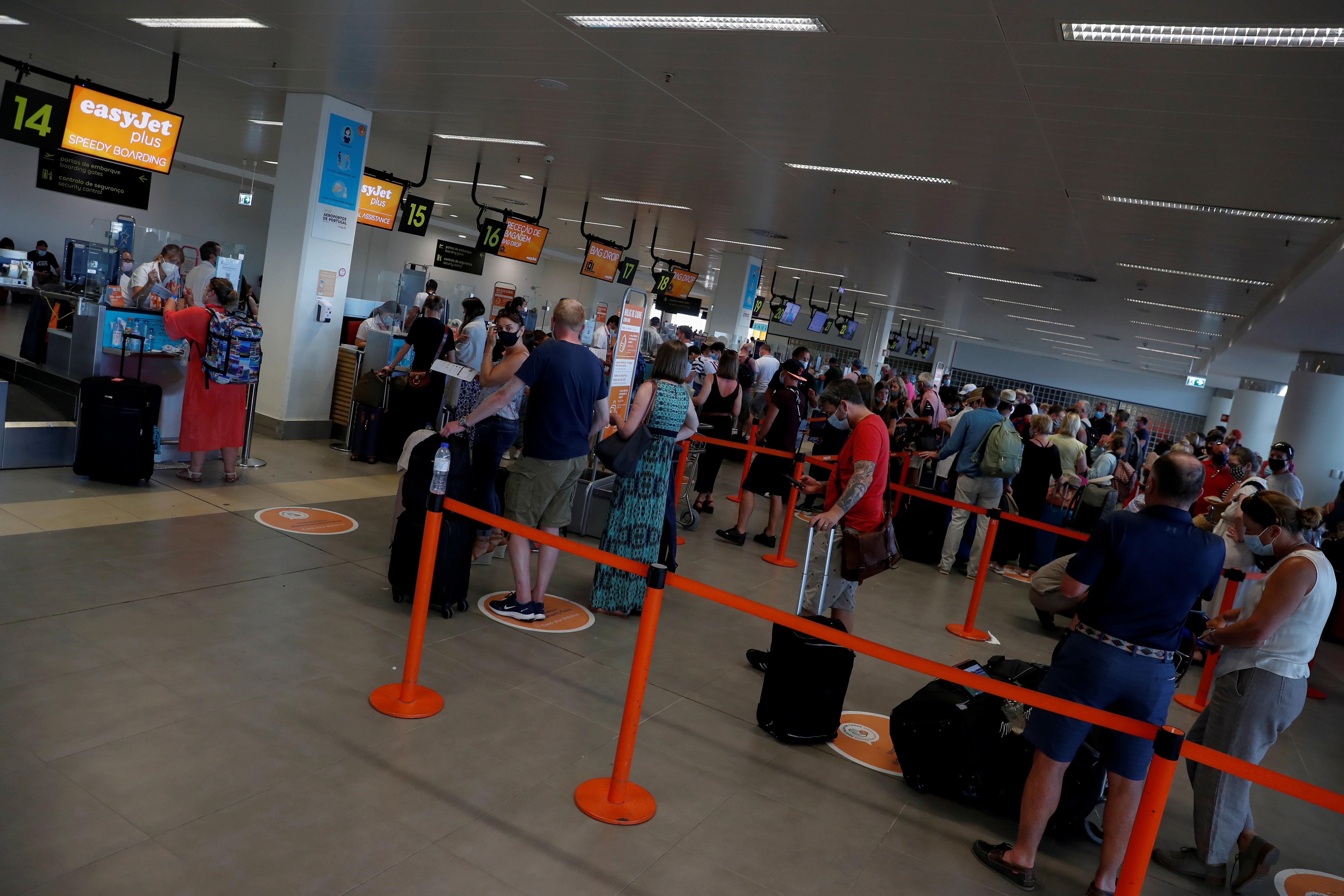 People wait in queues at Faro airport amid the coronavirus disease (COVID-19) pandemic, in Faro, Portugal, June 6, 2021. REUTERS/Pedro Nunes/File Photo