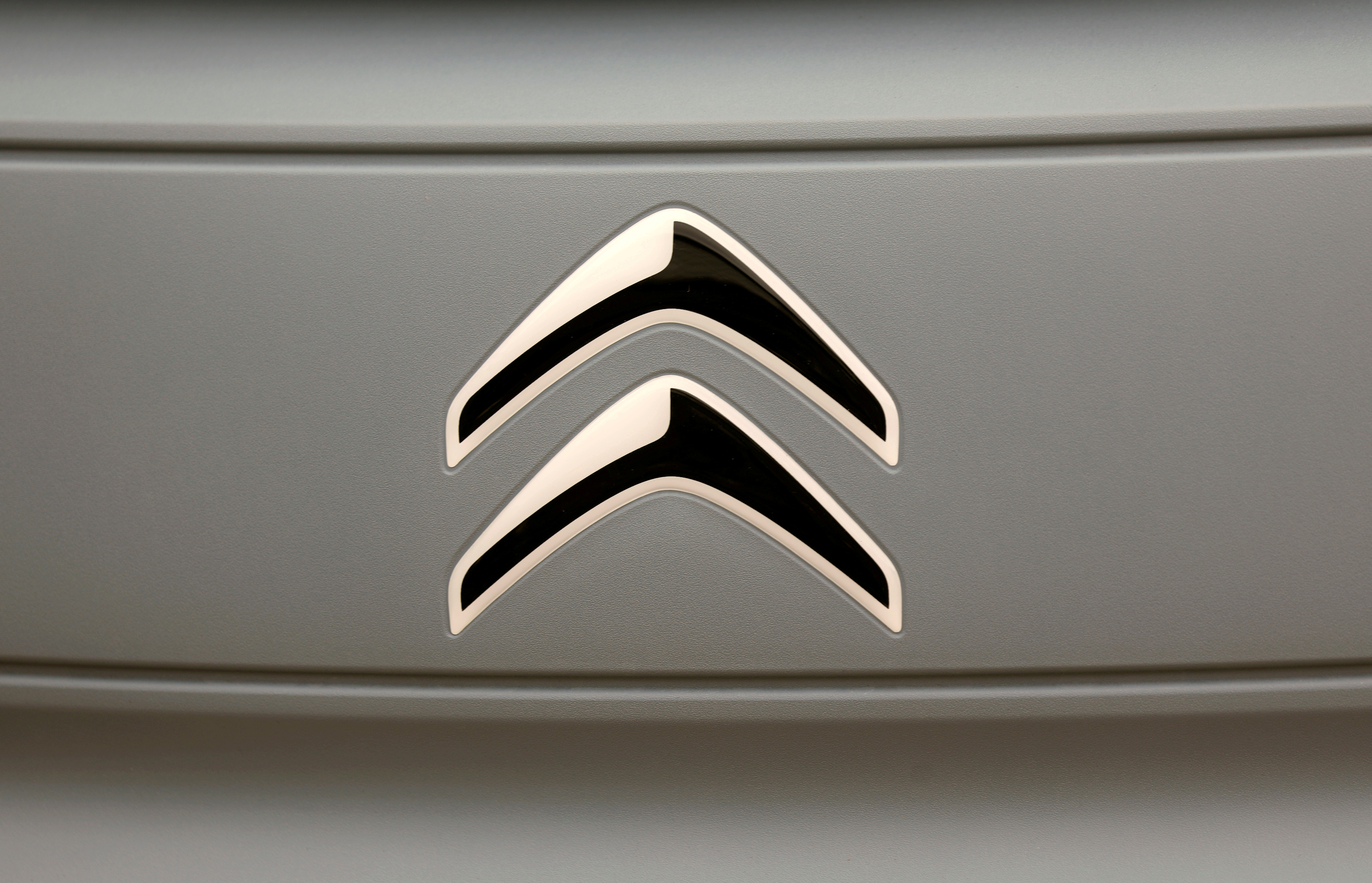 The logo of Citroen is seen on a new electric car AMI during a media presentation in Paris, France, August 25, 2020.  REUTERS/Charles Platiau/File Photo