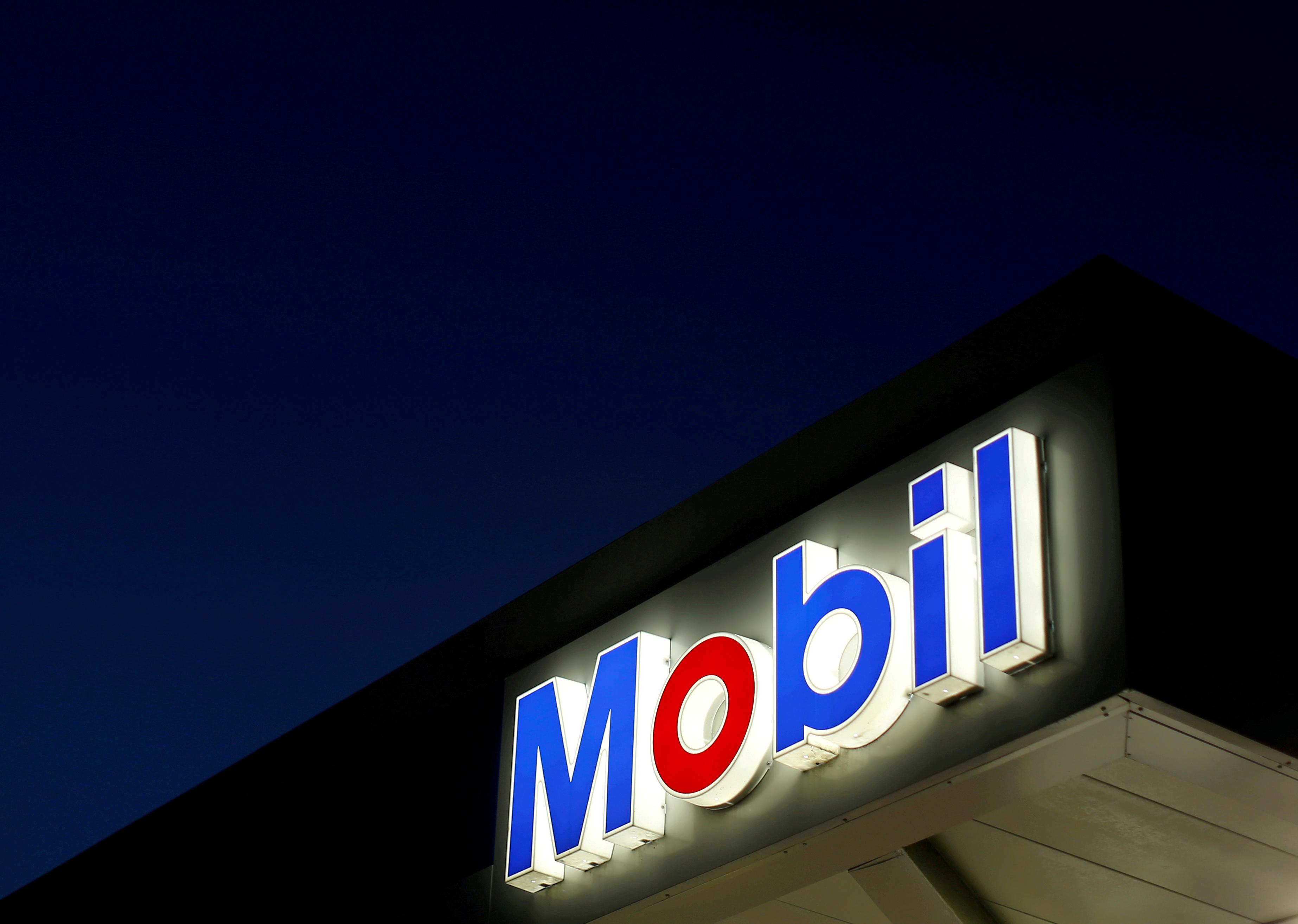 The logo of Exxon Mobil is seen in Encinitas, California.  REUTERS/Mike Blake