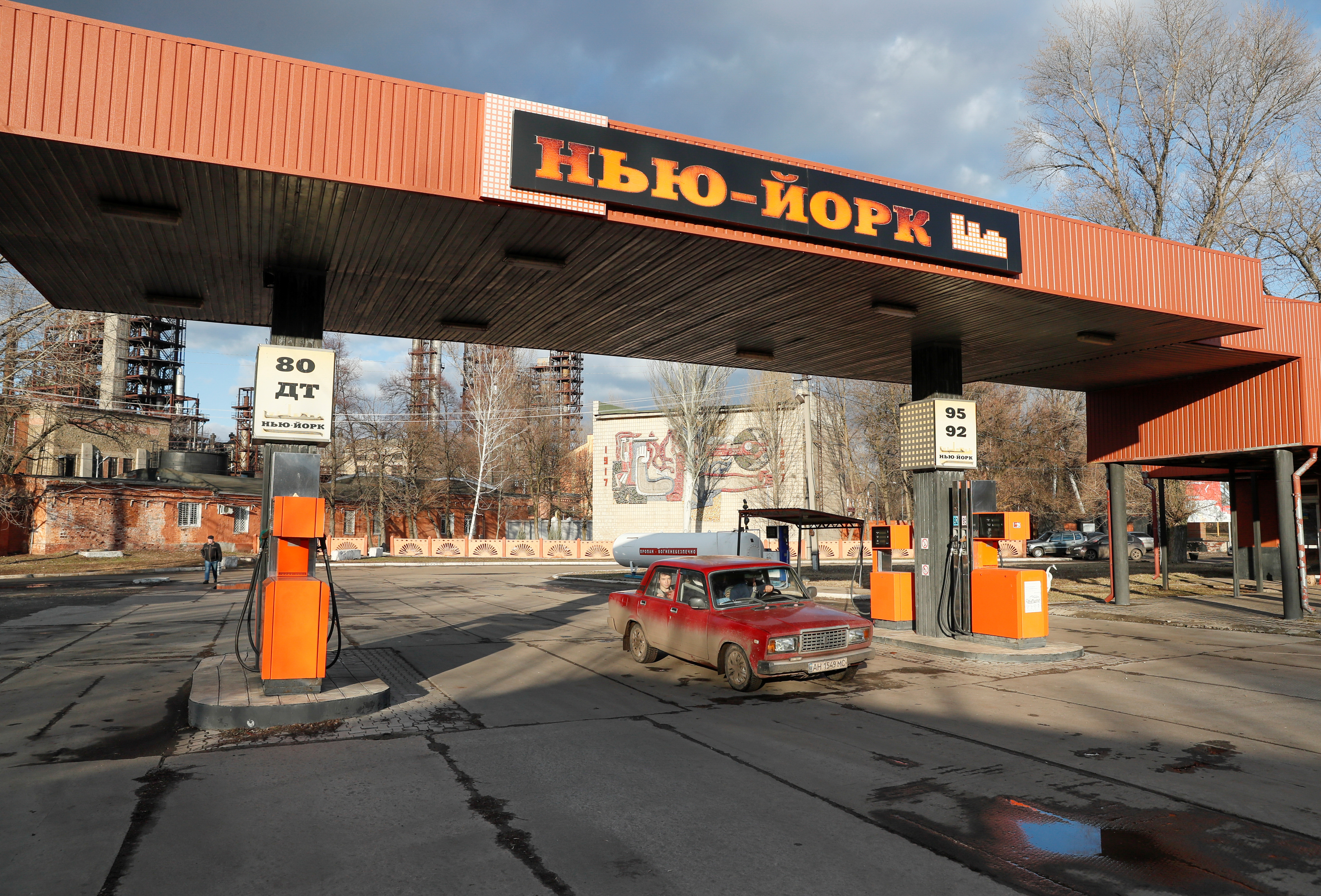 A view shows a petrol station, which bears the name of New York, in the town of Novhorodske in Donetsk Region, Ukraine March 3, 2021. Picture taken March 3, 2021. REUTERS/Gleb Garanich