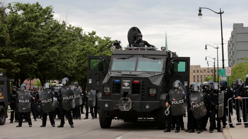 Detroit police, wearing riot gear, line up next to an armored vehicle in preparation to enforce a curfew following a rally against the death in Minneapolis police custody of George Floyd, in Detroit, Michigan, U.S. June 1, 2020. REUTERS/Rebecca Cook