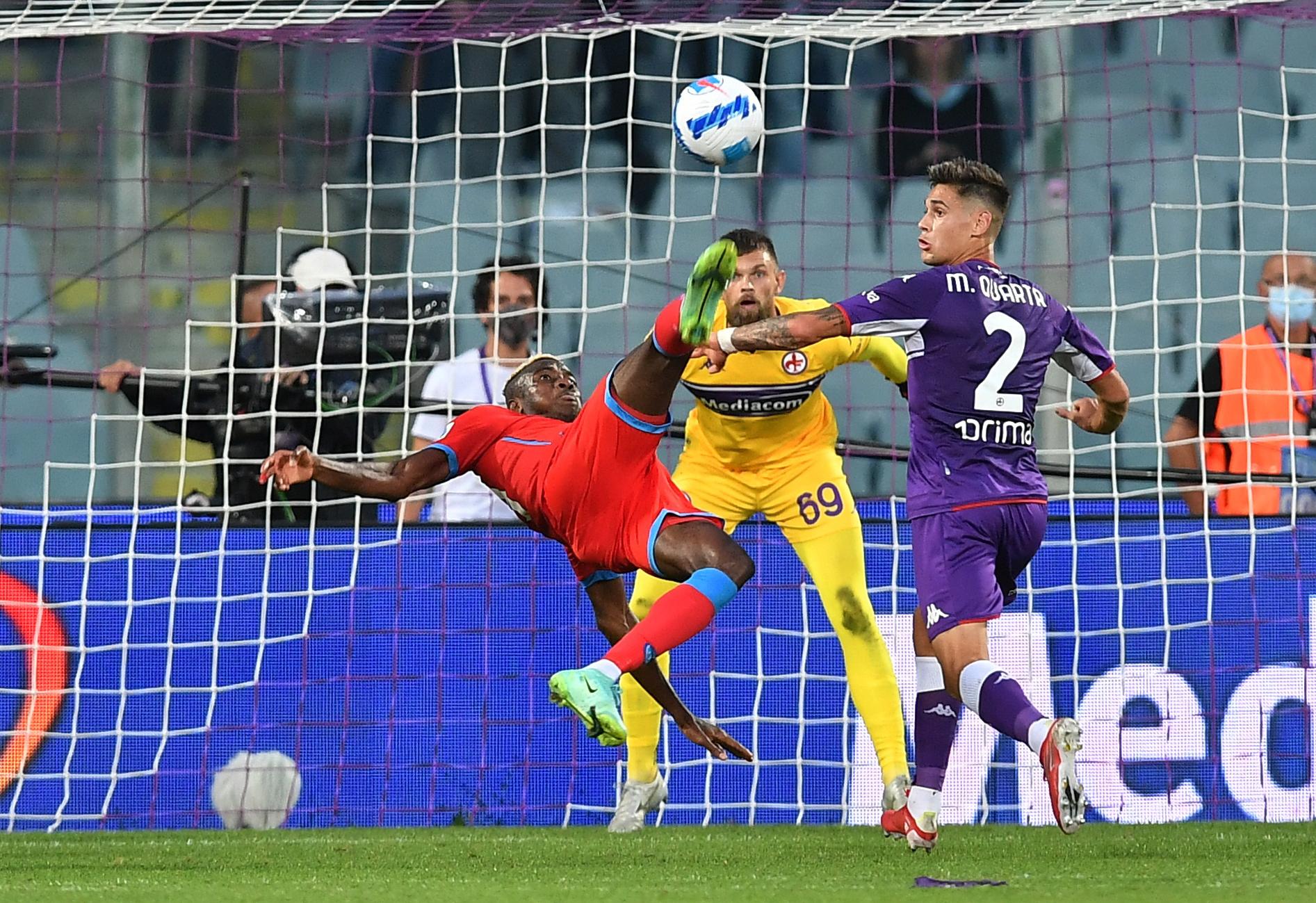 Soccer Football - Serie A - Fiorentina v Napoli - Stadio Artemio Franchi, Florence, Italy - October 3, 2021  Napoli's Victor Osimhen shoots at goal REUTERS/Jennifer Lorenzini