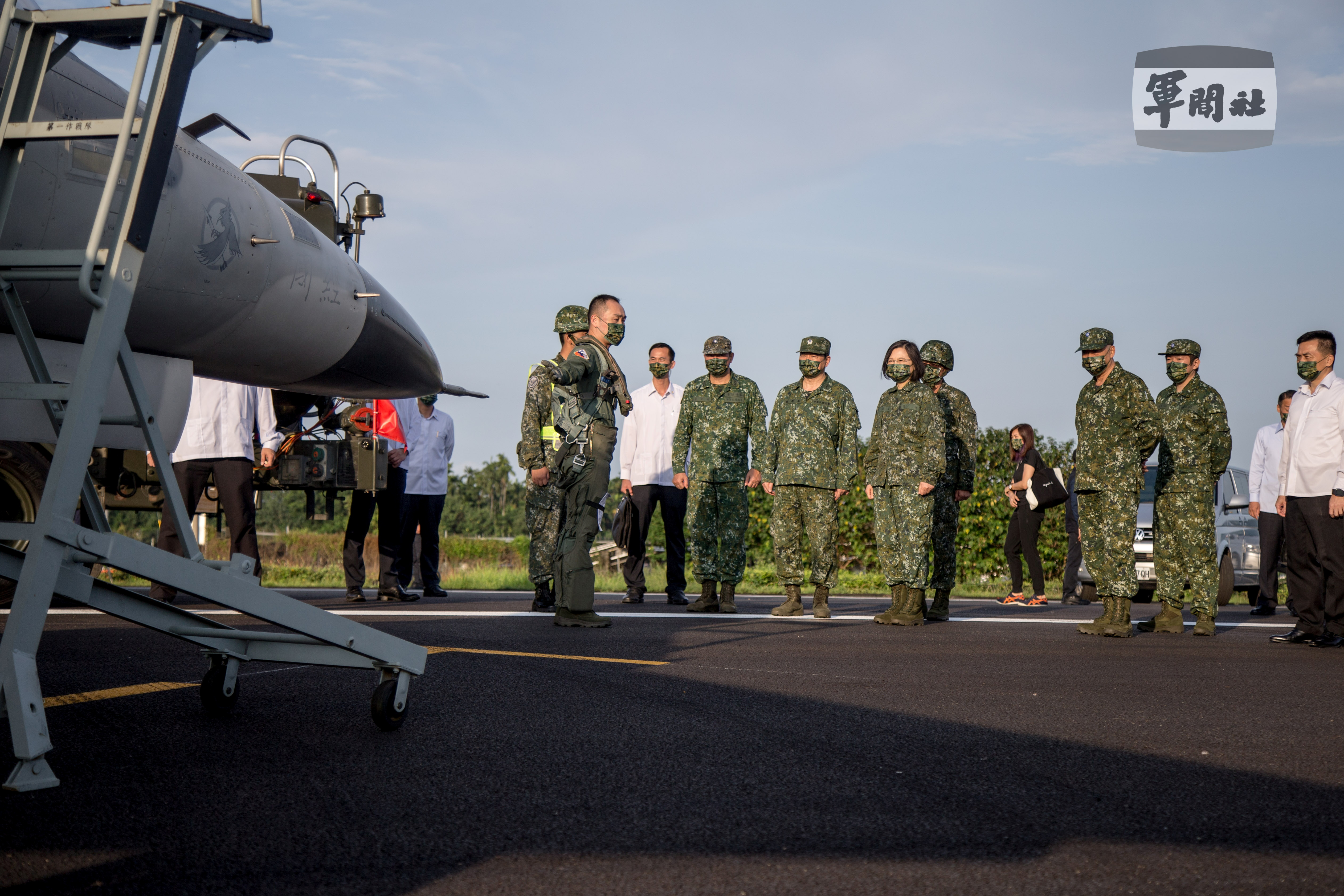 President Tsai Ing-wen attends a Taiwanese Air Force fighter jets take-off and landing drill, as part of the annual Han Kuang drill, in Pingtung, Taiwan, 15 September 2021. TAIWAN MILITARY NEWS AGENCY/Handout via REUTERS