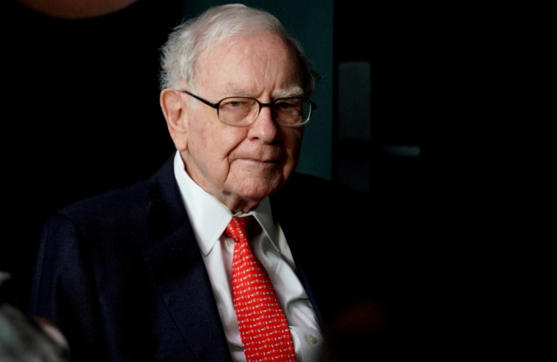 Warren Buffett, CEO of Berkshire Hathaway Inc, pauses while playing bridge as part of the company annual meeting weekend in Omaha, Nebraska U.S. May 6, 2018. REUTERS/Rick Wilking/File Photo