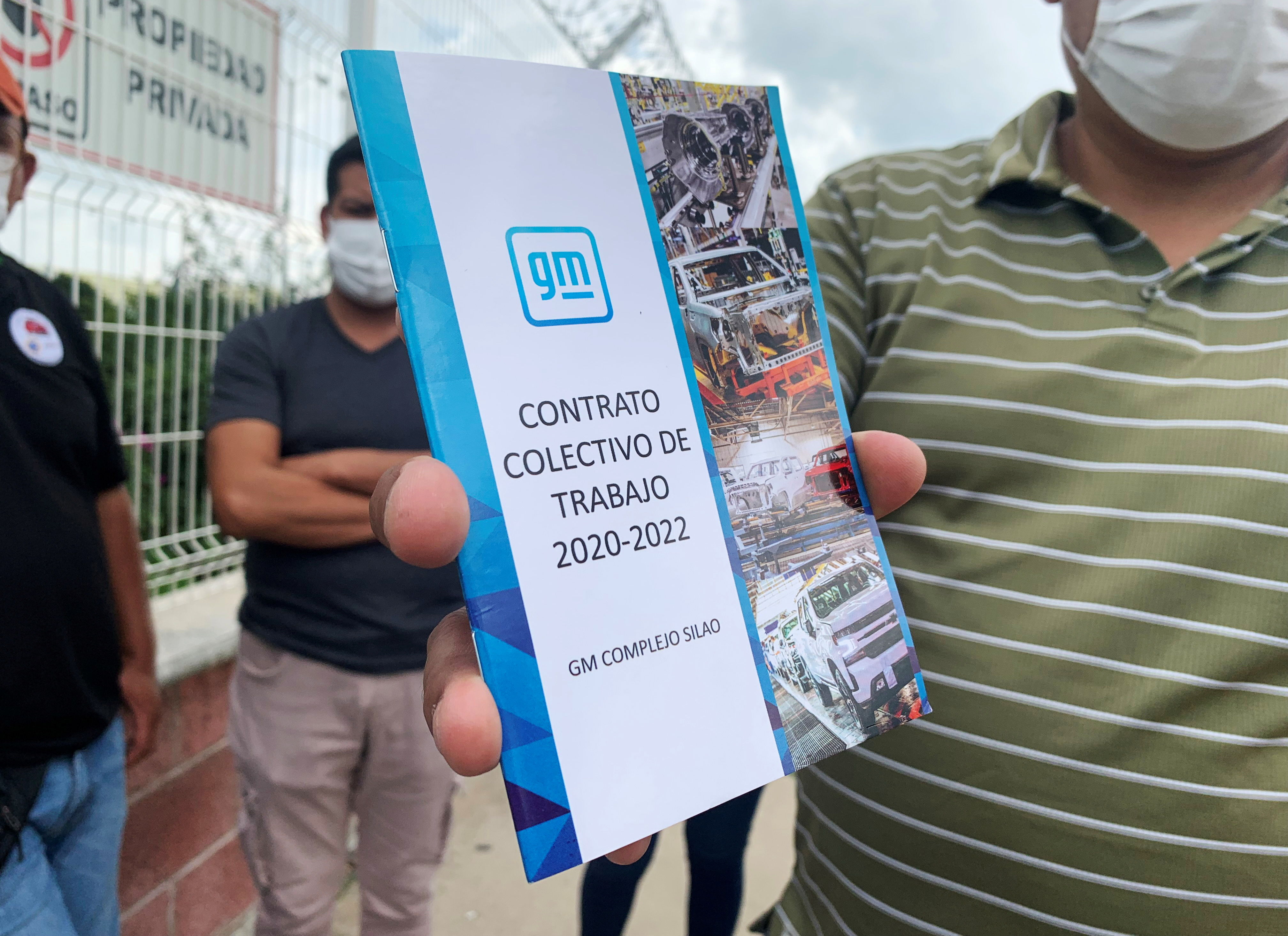 A worker of the General Motors Silao plant holds a copy of the collective contract he and his colleagues will vote to keep or reject, with repercussions under the new USMCA trade agreement, in Silao, Mexico August 13, 2021. REUTERS/Daina Solomon