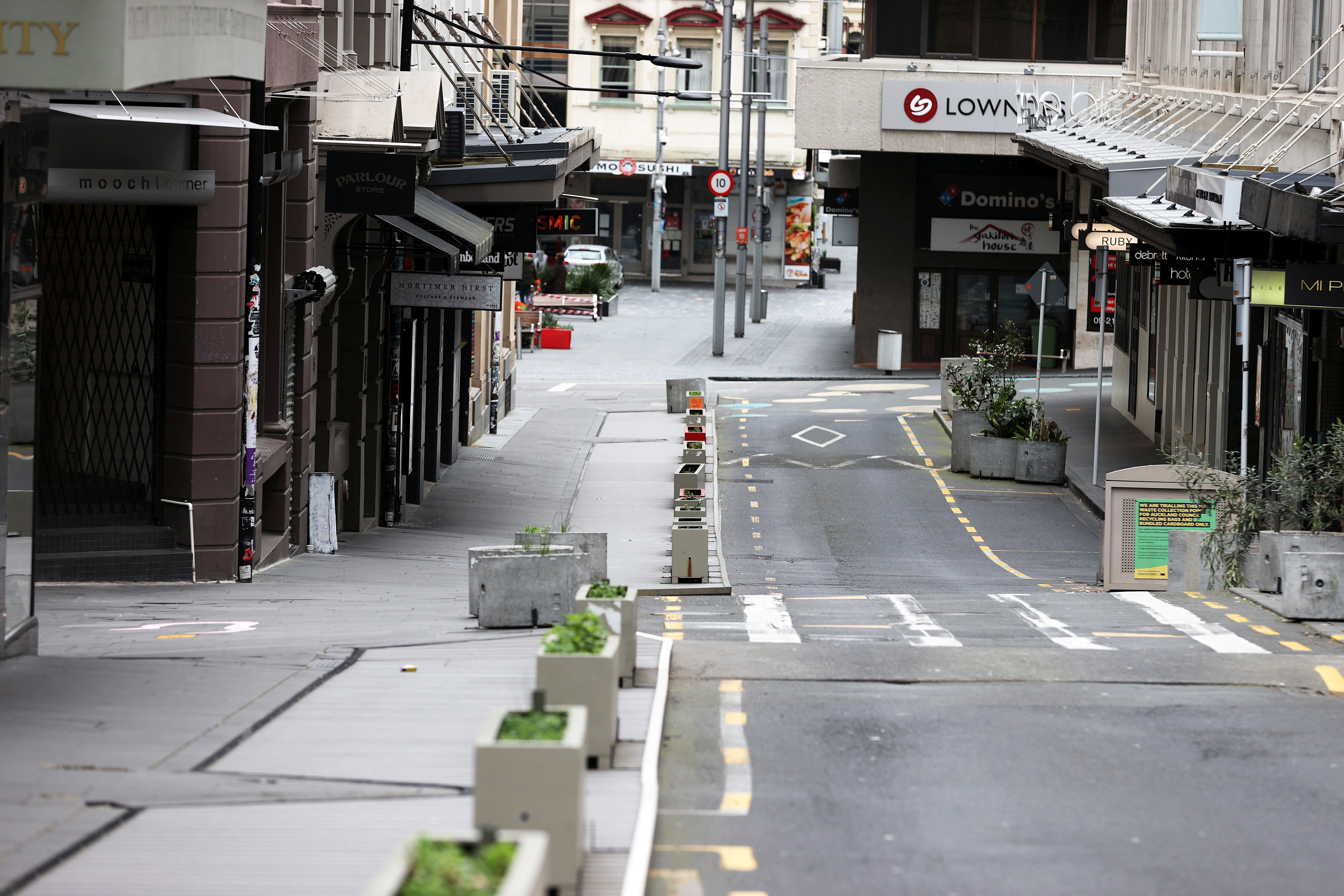 The normally bustling High Street in Auckland's CBD is largely deserted during a lockdown to curb the spread of a coronavirus disease (COVID-19) outbreak, in Auckland, New Zealand, August 26, 2021.  REUTERS/Fiona Goodall