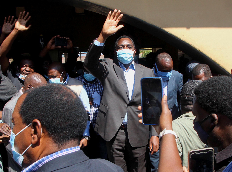 Zambian President Hakainde Hichilema waves to supporters.  REUTERS/Jean Ndaisenga