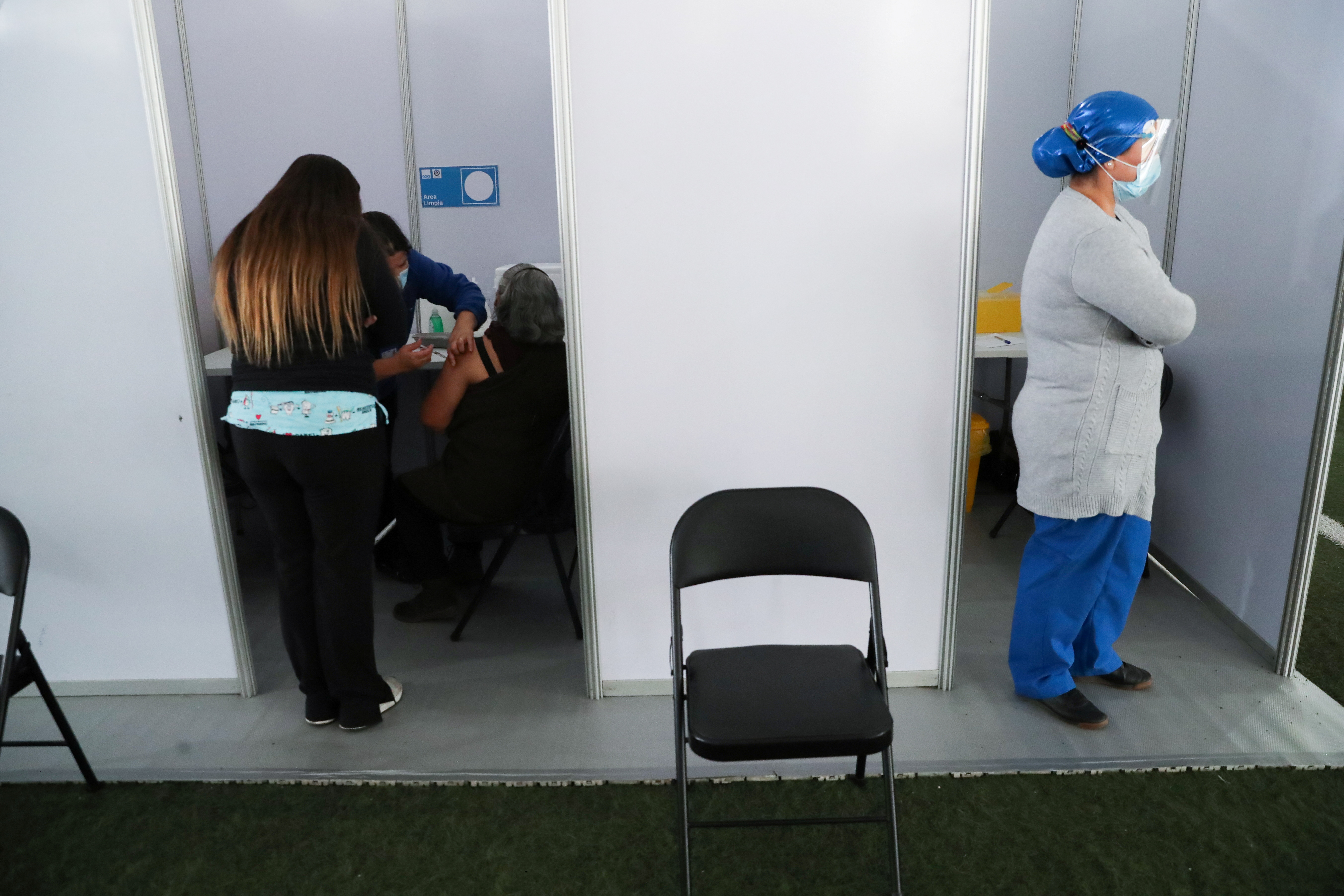 A woman receives a vaccine as part of the seasonal flu vaccination campaign during the coronavirus disease (COVID-19) pandemic, in Santiago, Chile April 5, 2021. REUTERS/Ivan Alvarado