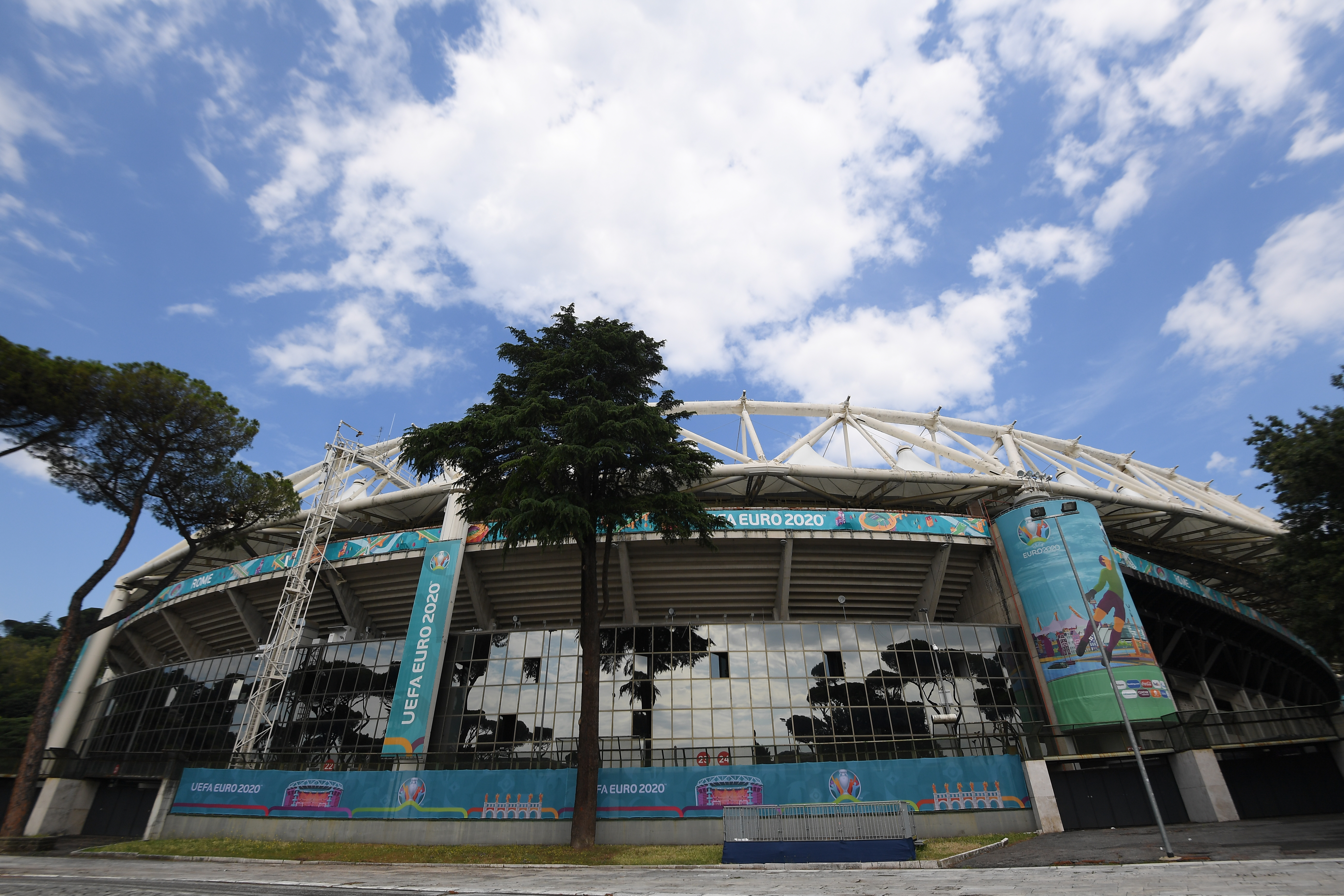 Soccer Football - Euro 2020 - Rome's Stadio Olimpico prepares for opening match - Stadio Olimpico, Rome, Italy - June 9, 2021 General view outside the stadium ahead of Euro 2020 REUTERS/Alberto Lingria