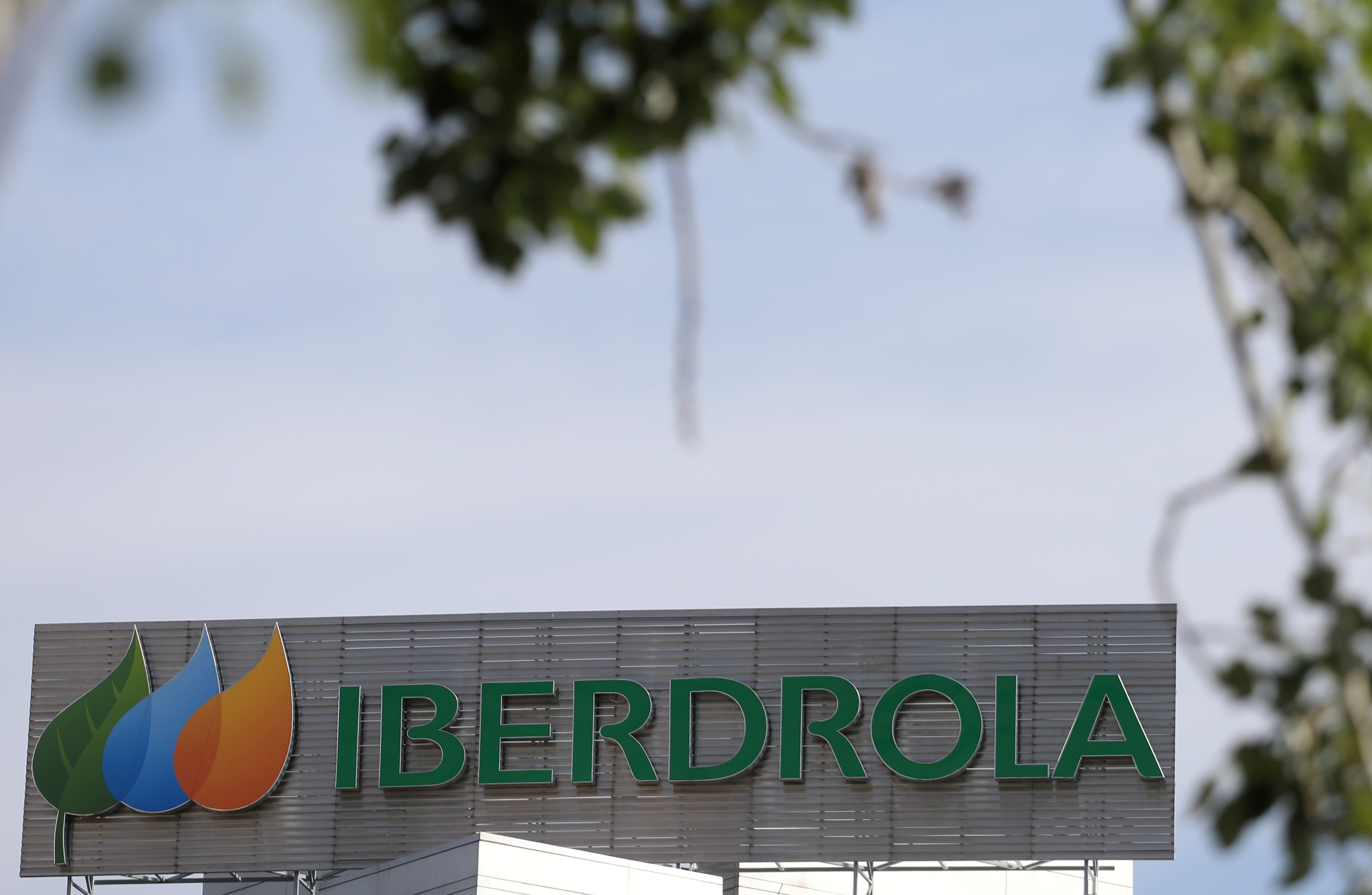 The logo of Spanish utility company Iberdrola is seen outside its headquarters in Madrid, Spain, May 23, 2018. REUTERS/Sergio Perez