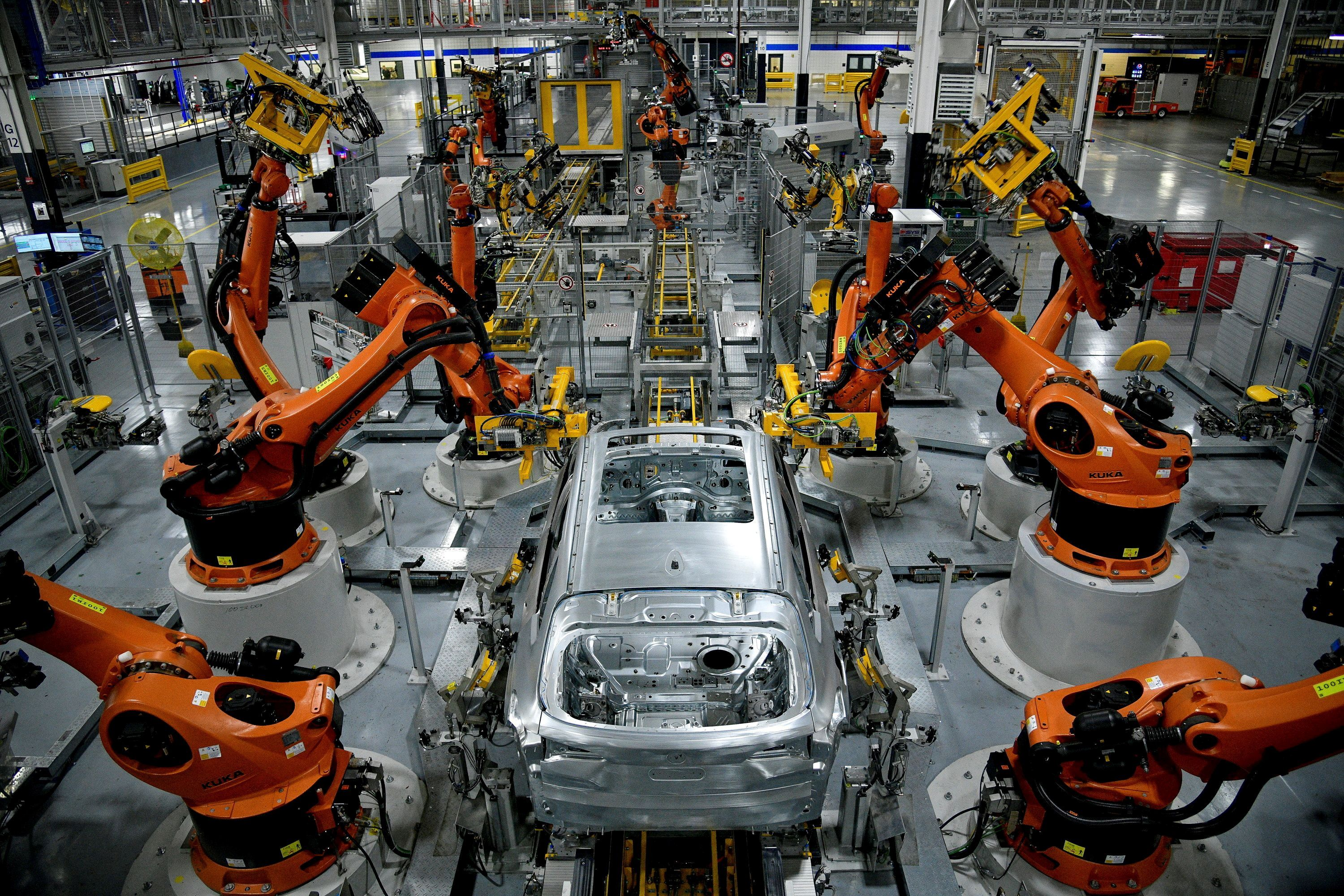 Autonomous robots assemble an X model SUV at the BMW manufacturing facility in Greer, South Carolina, U.S. November 4, 2019.  REUTERS/Charles Mostoller/File Photo