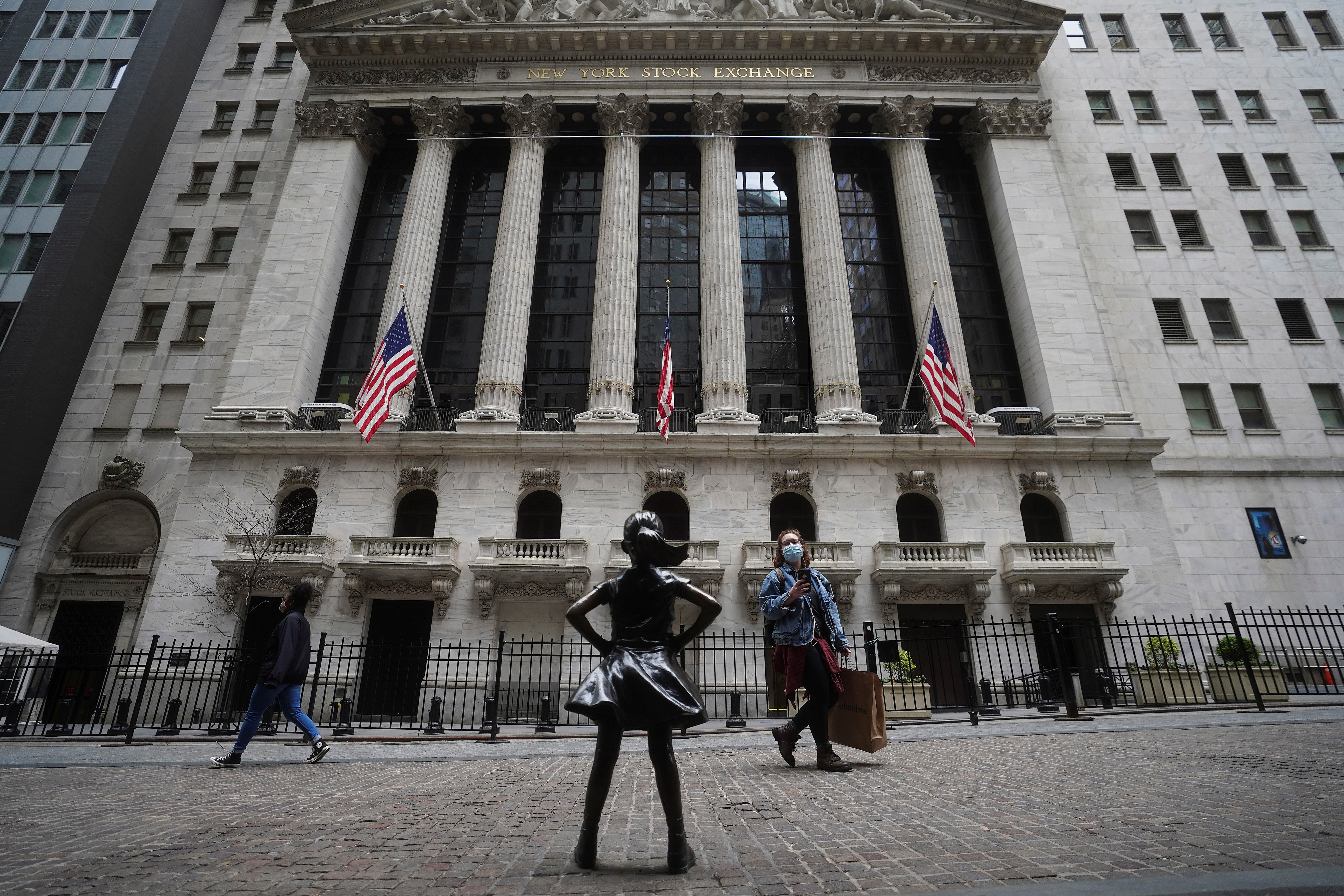 The New York Stock Exchange is pictured amid the coronavirus disease (COVID-19) pandemic in the Manhattan borough of New York City, New York, U.S., April 16, 2021. REUTERS/Carlo Allegri