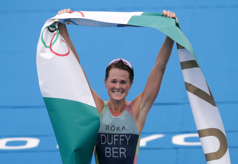 Tokyo 2020 Olympics - Triathlon - Women's Olympic Distance - Final - Odaiba Marine Park, Tokyo, Japan July 27, 2021. Flora Duffy of Bermuda celebrates victory. REUTERS/Hannah Mckay