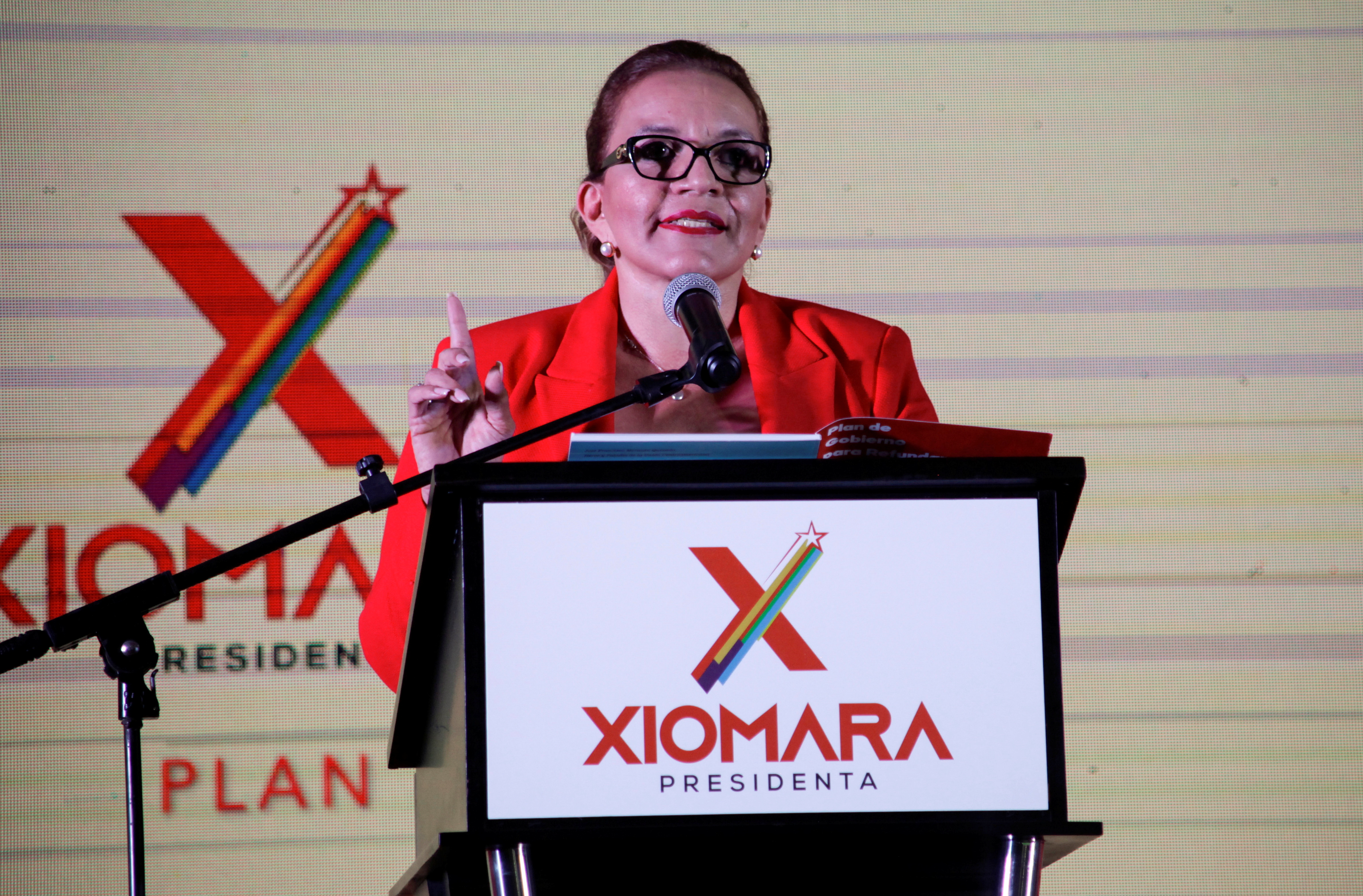 Xiomara Castro, presidential candidate for the opposition Libre Party, addresses supporters during a rally to present her campaign program ahead of the November 28 election, in Tegucigalpa, Honduras September 5, 2021. REUTERS/Fredy Rodriguez