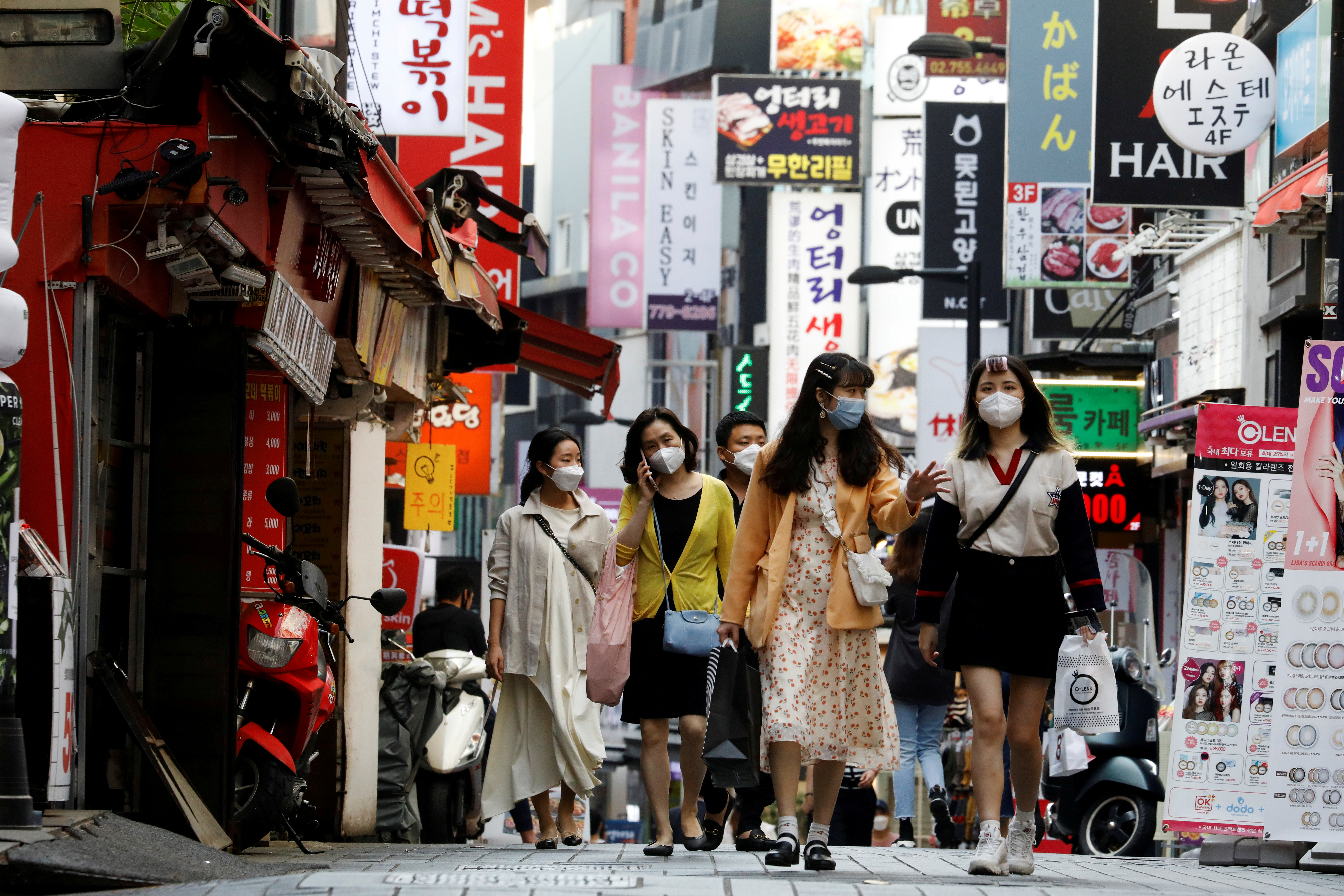 People wearing masks walk at Myeongdong shopping district amid social distancing measures to avoid the spread of the coronavirus disease (COVID-19), in Seoul, South Korea, May 28, 2020.   REUTERS/Kim Hong-Ji