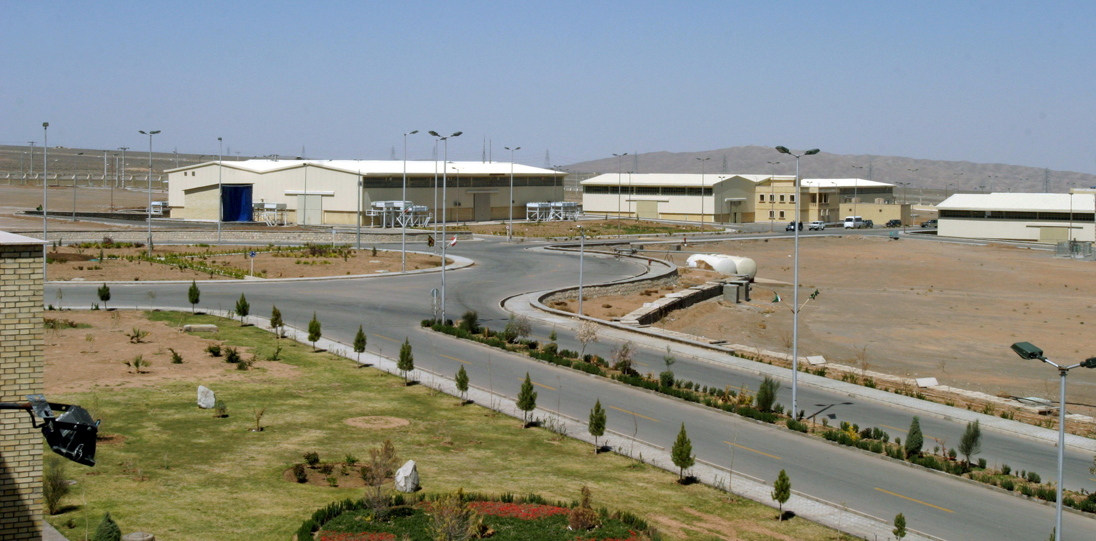 A view of the Natanz uranium enrichment facility 250 km (155 miles) south of the Iranian capital Tehran, March 30, 2005. REUTERS/Raheb Homavandi