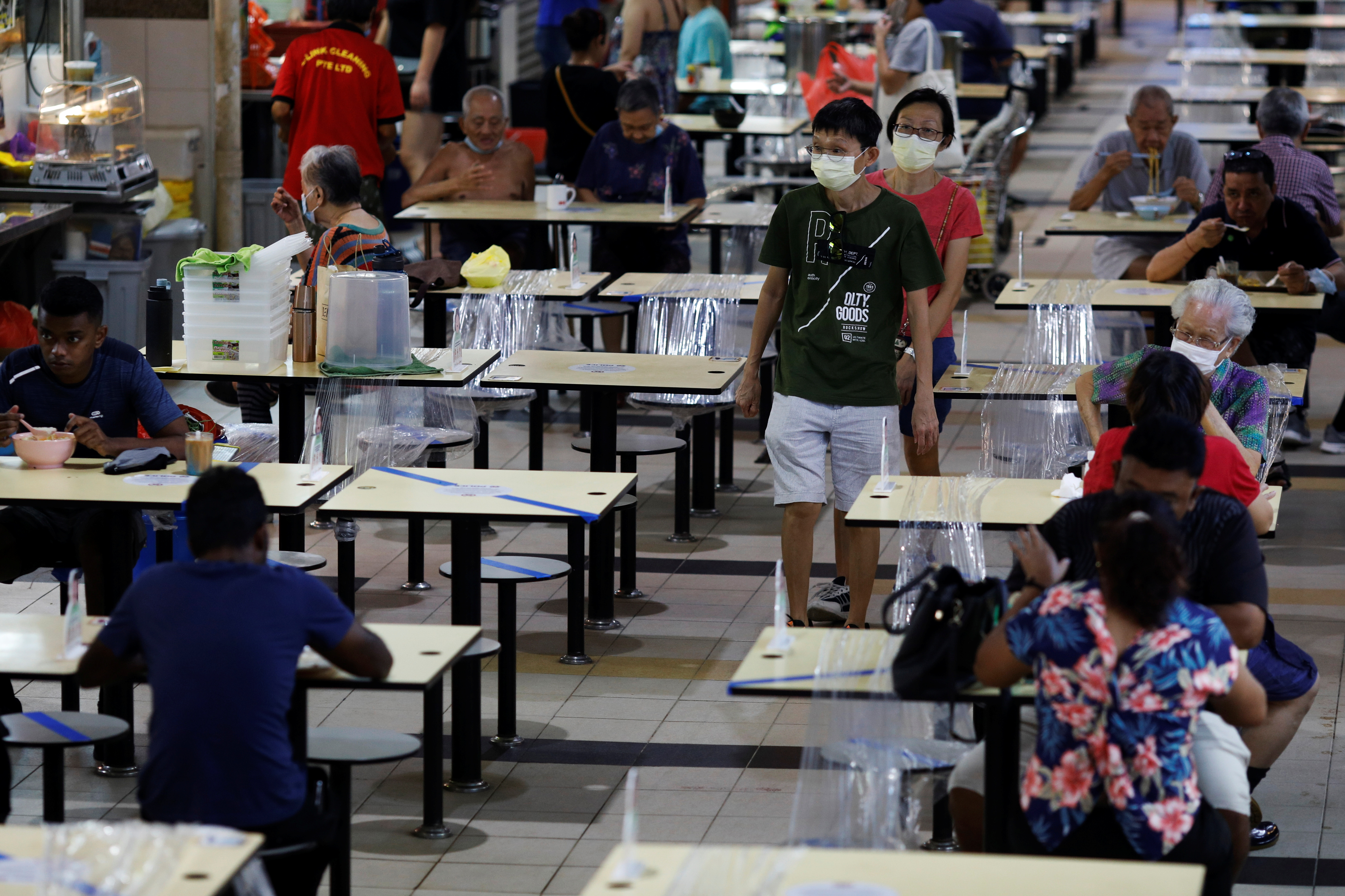 People eat at a hawker centre during the coronavirus disease (COVID-19) outbreak, in Singapore September 21, 2021. REUTERS/Edgar Su