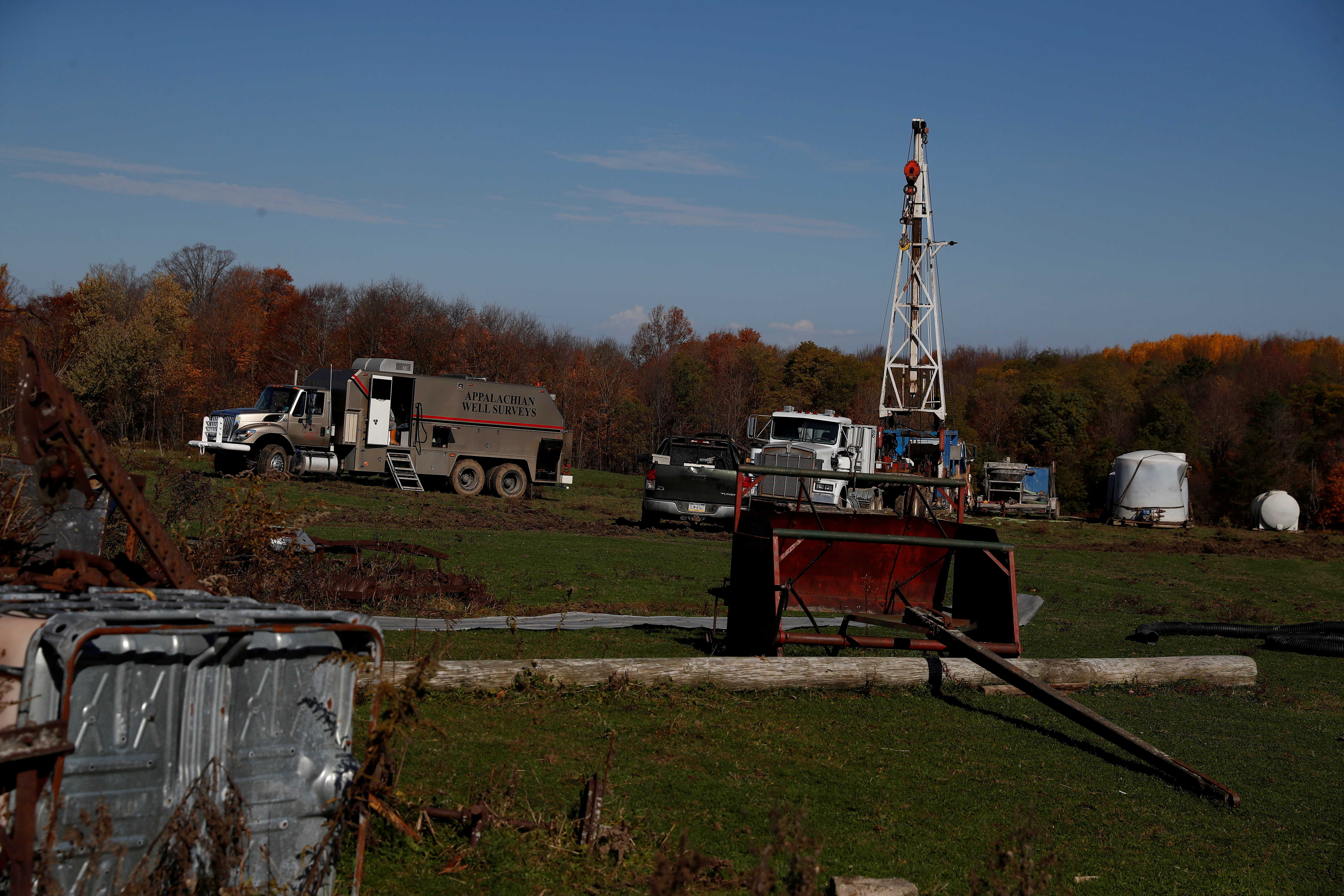 A view of a well site which sits atop the natural gas-rich Marcellus shale formation in Western Pennsylvania outside of Union City, Pennsylvania, U.S., October 23, 2020.  REUTERS/Shannon Stapleton/File Photo