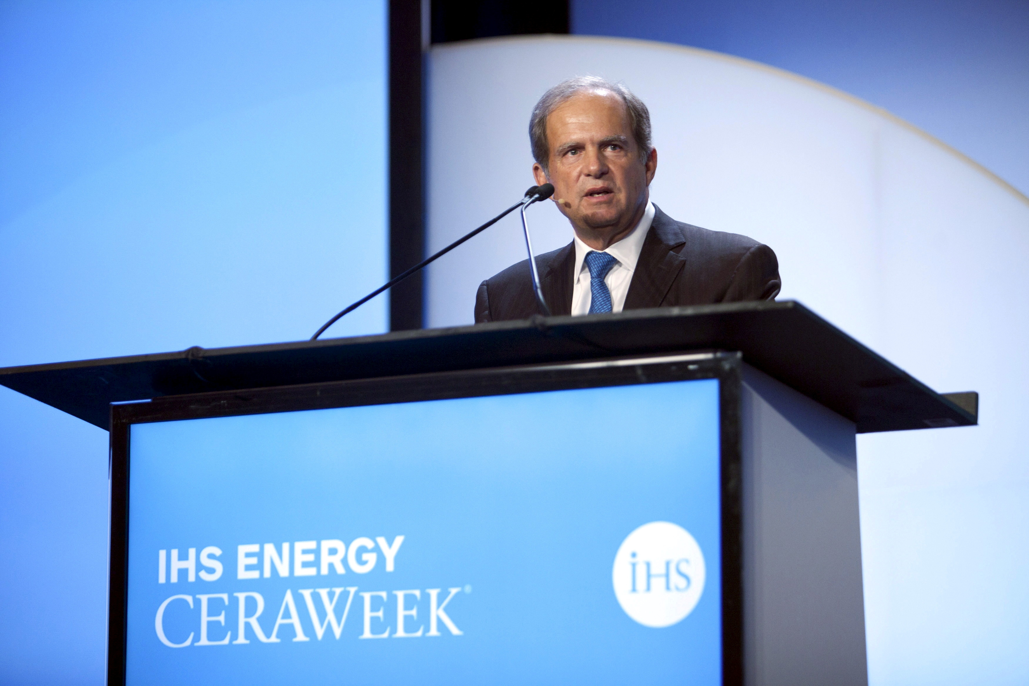 Scott Sheffield, CEO of Pioneer Resources, speaks during the IHS CERAWeek 2015 energy conference in Houston, Texas April 21, 2015.  REUTERS/Daniel Kramer