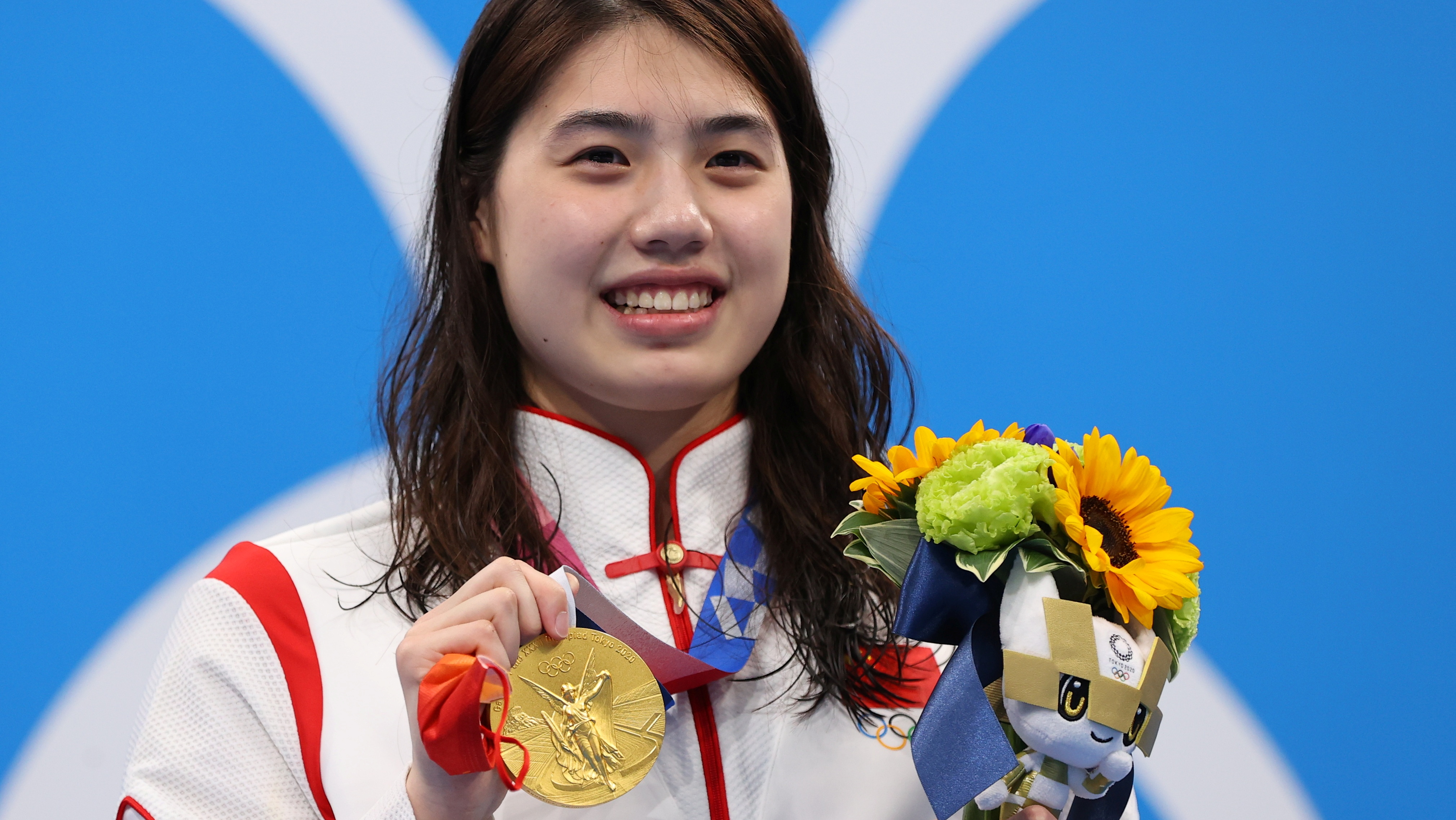 Tokyo 2020 Olympics - Swimming - Women's 200m Butterfly - Medal Ceremony - Tokyo Aquatics Centre - Tokyo, Japan - July 29, 2021. Gold medallist Zhang Yufei of China poses on the podium. REUTERS/Marko Djurica