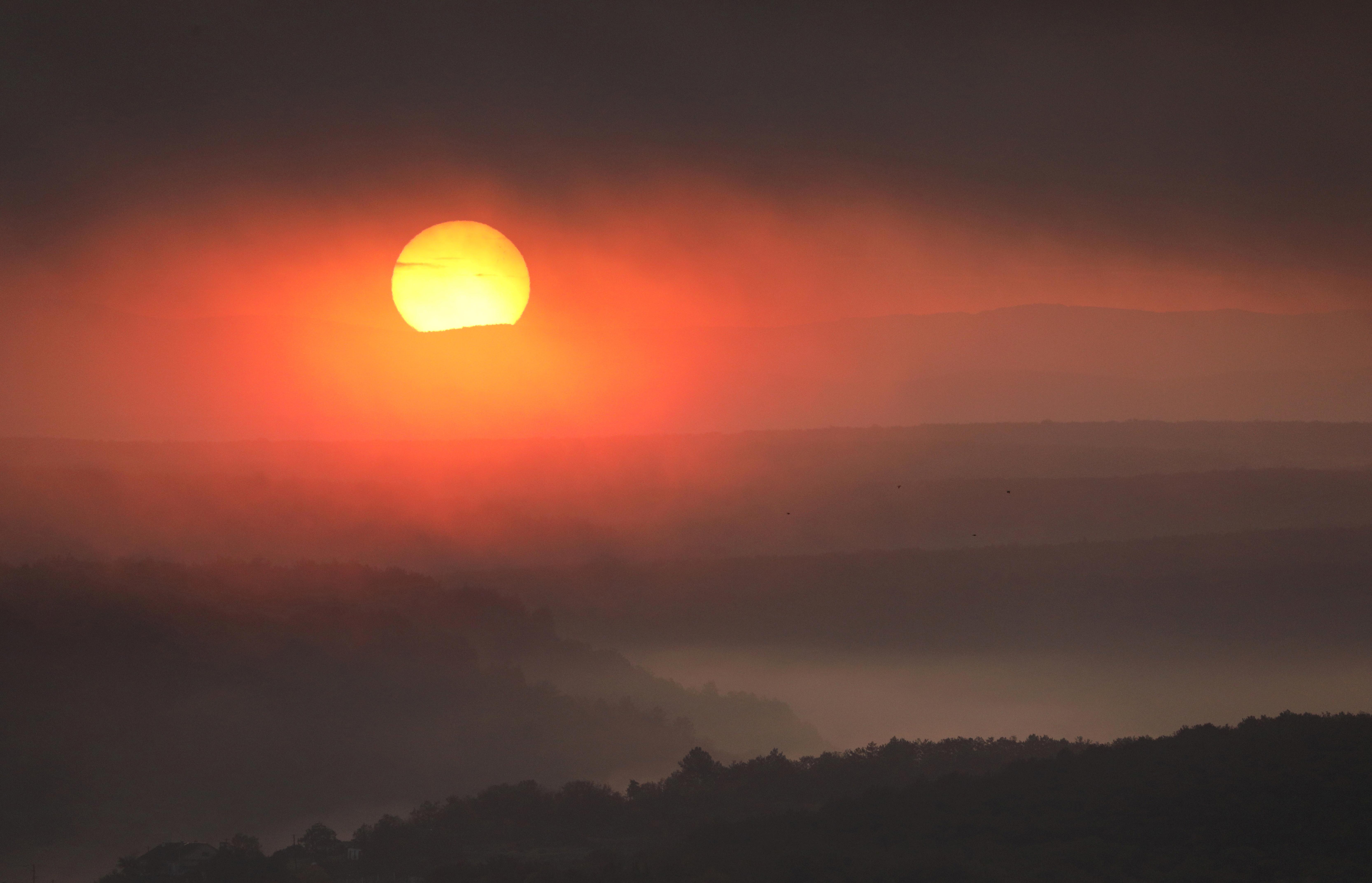 The rising sun is pictured outside Sevastopol, Crimea October 29, 2020. REUTERS/Alexey Pavlishak/File Photo