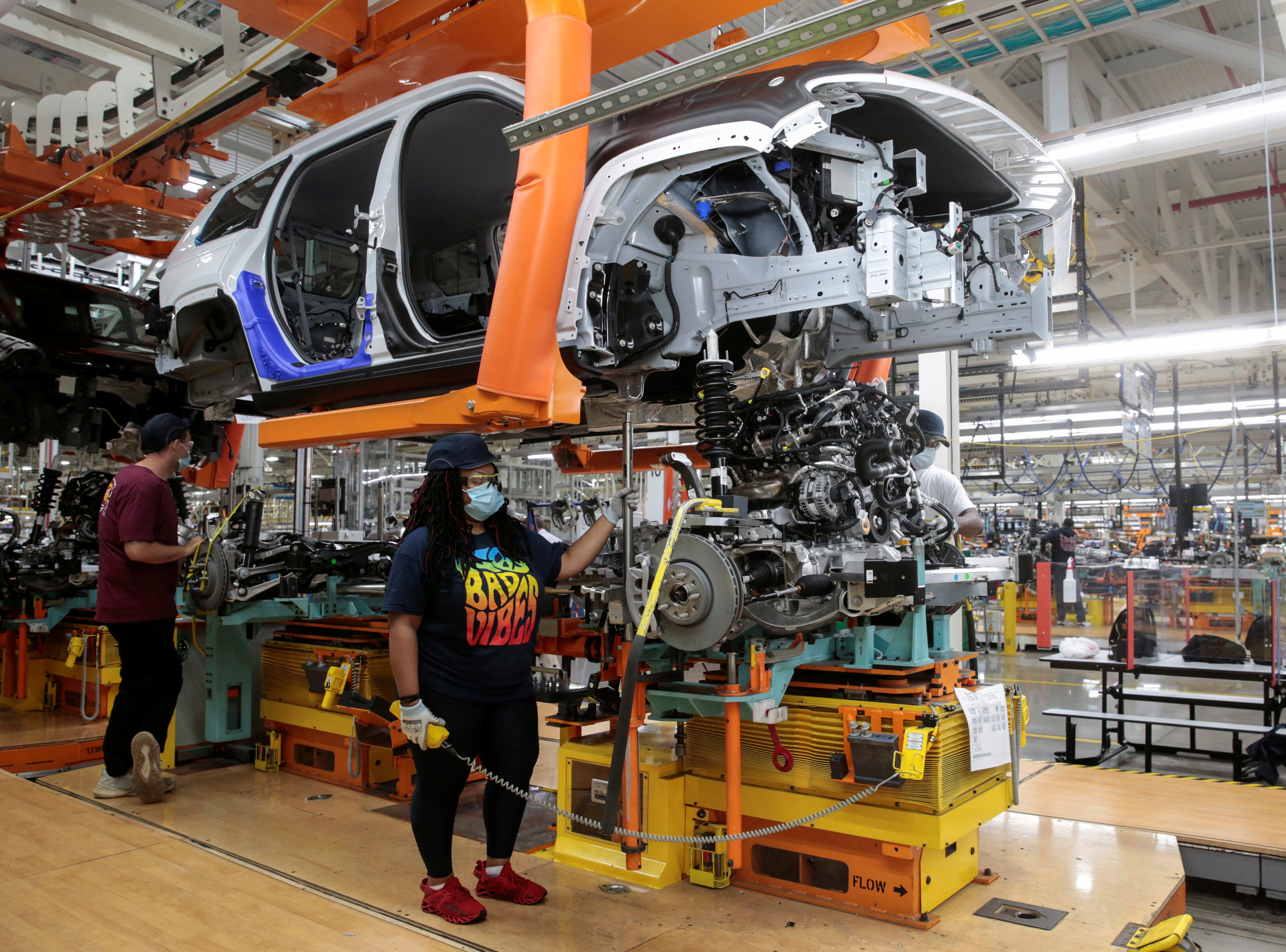 Stellantis assembly workers merge the chassis with the body of a 2021 Jeep Grand Cherokee L frame on the assembly line at the Detroit Assembly Complex - Mack Plant in Detroit, Michigan, U.S., June 10, 2021. Picture taken June 10, 2021. REUTERS/Rebecca Cook