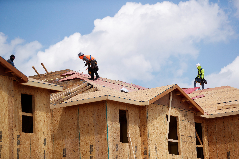 Carpenters work on building new townhomes in Tampa, Florida, May 5, 2021. REUTERS/Octavio Jones