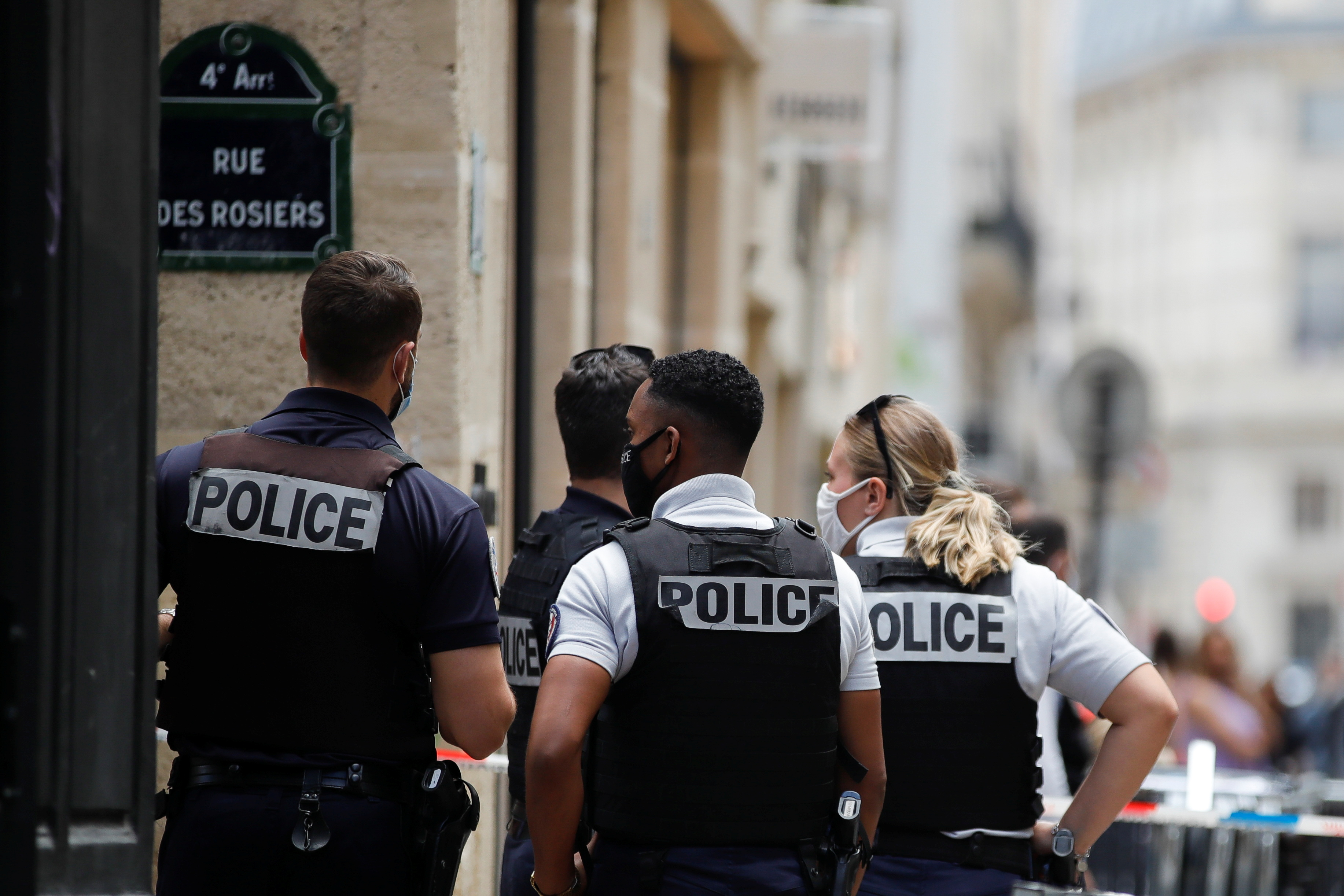Police officers stand next to Dinh Van jewelry store after a robbery in central Paris, France July 30, 2021. REUTERS/Sarah Meyssonnier