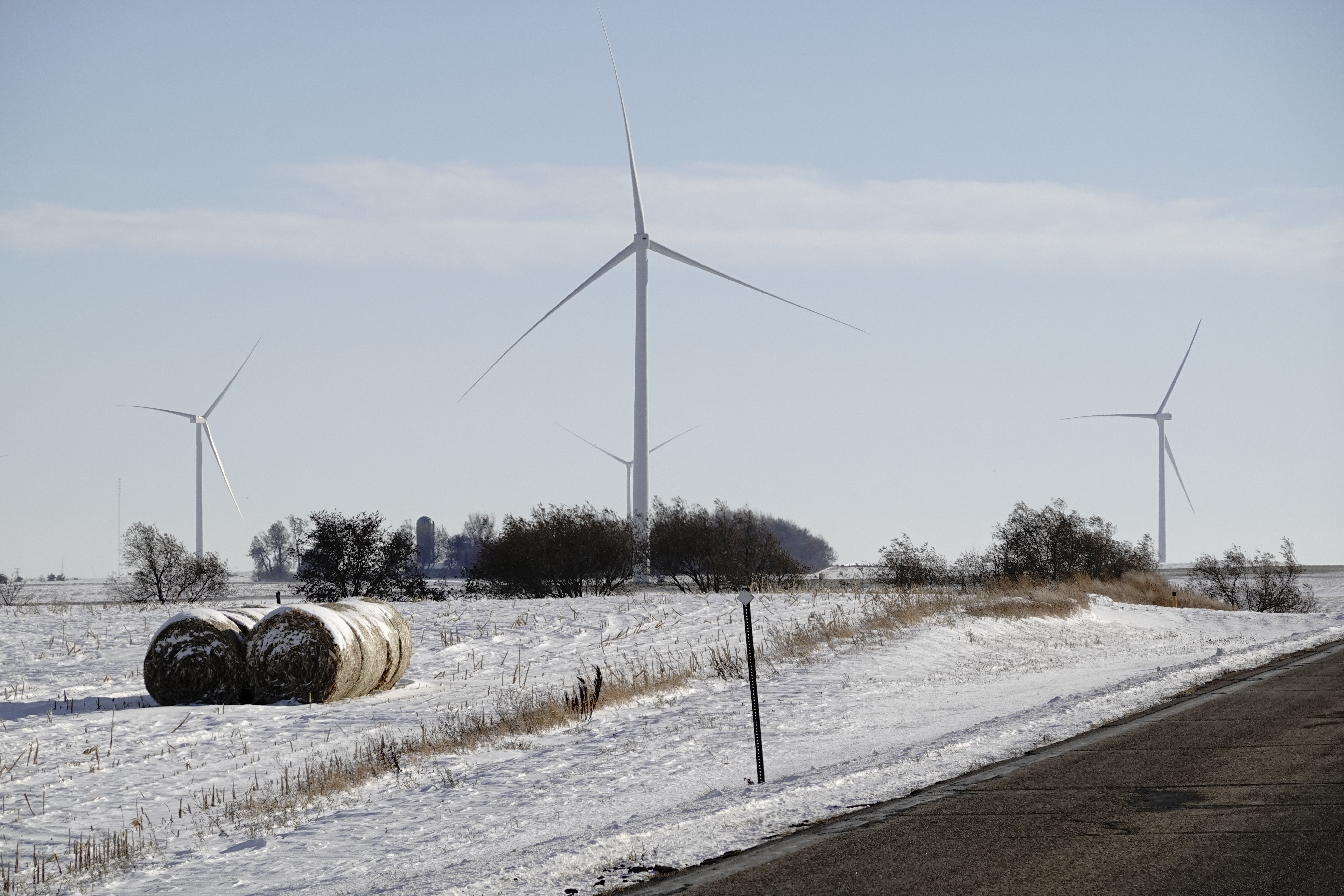 Acciona Windpower 1.5 MW wind turbine generators are seen on Tatanka Wind Farm as the coronavirus disease (COVID-19) outbreak continues in Brandt, South Dakota, U.S., October 27, 2020. REUTERS/Bing Guan - RC2DRJ9H7AMM