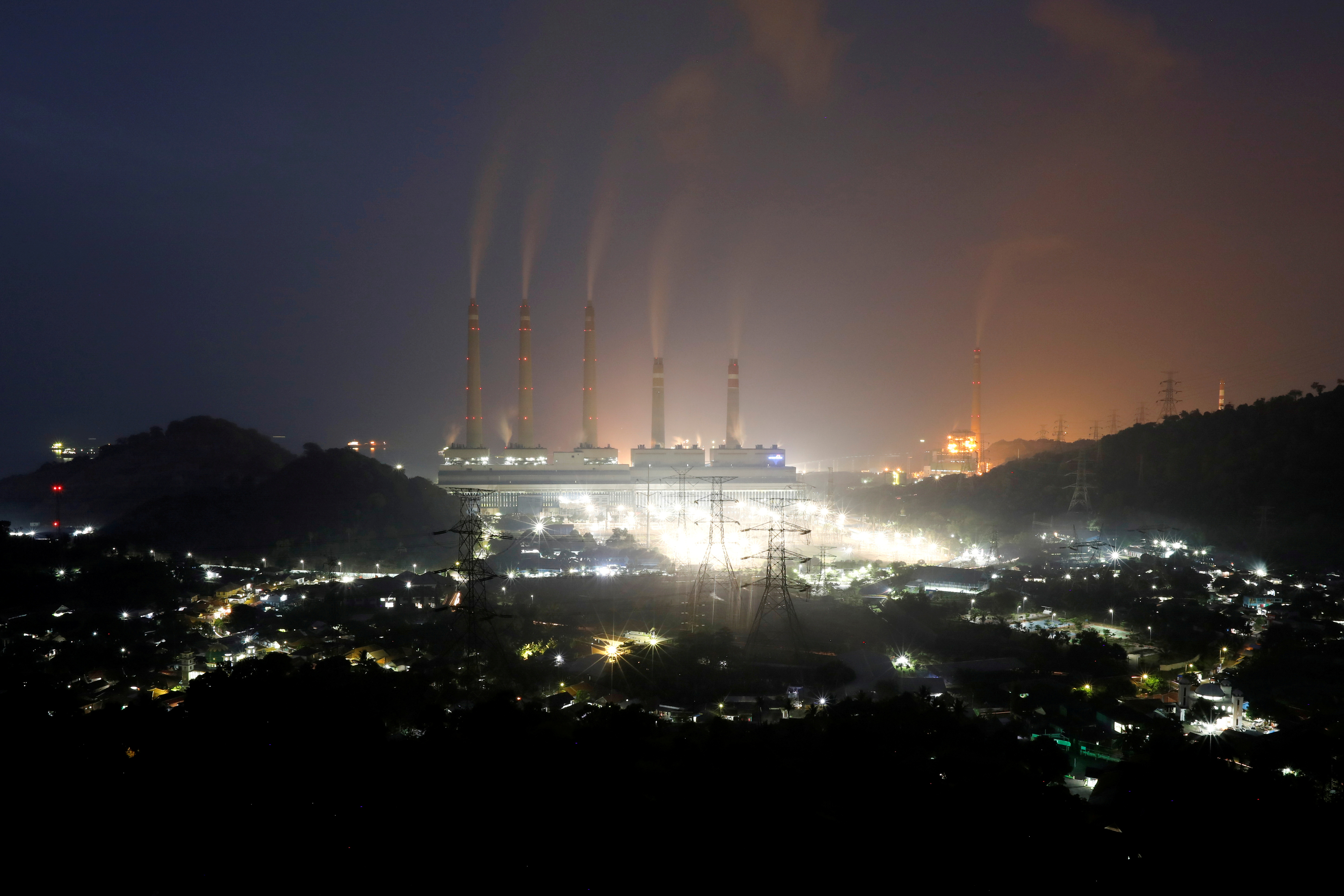 Smoke and steam billow from a coal-fired power plant owned by Indonesia Power in Suralaya, Banten province, Indonesia, July 10, 2020. REUTERS/Willy Kurniawan