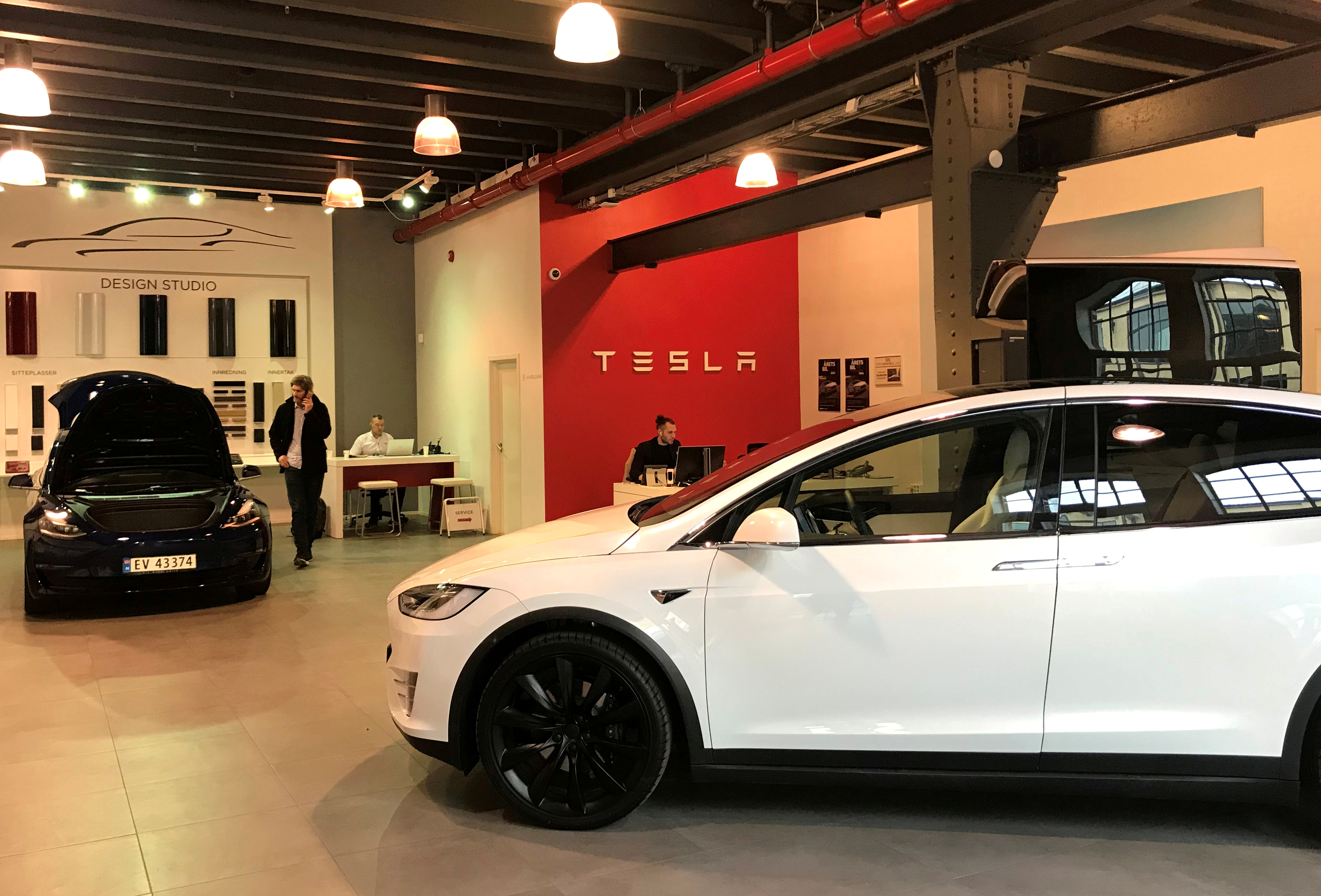Tesla electric cars are seen in the dealer's showroom in Oslo, Norway March 28, 2019. Picture taken March 28, 2019. REUTERS/Lefteris Karagiannopoulos/File Photo