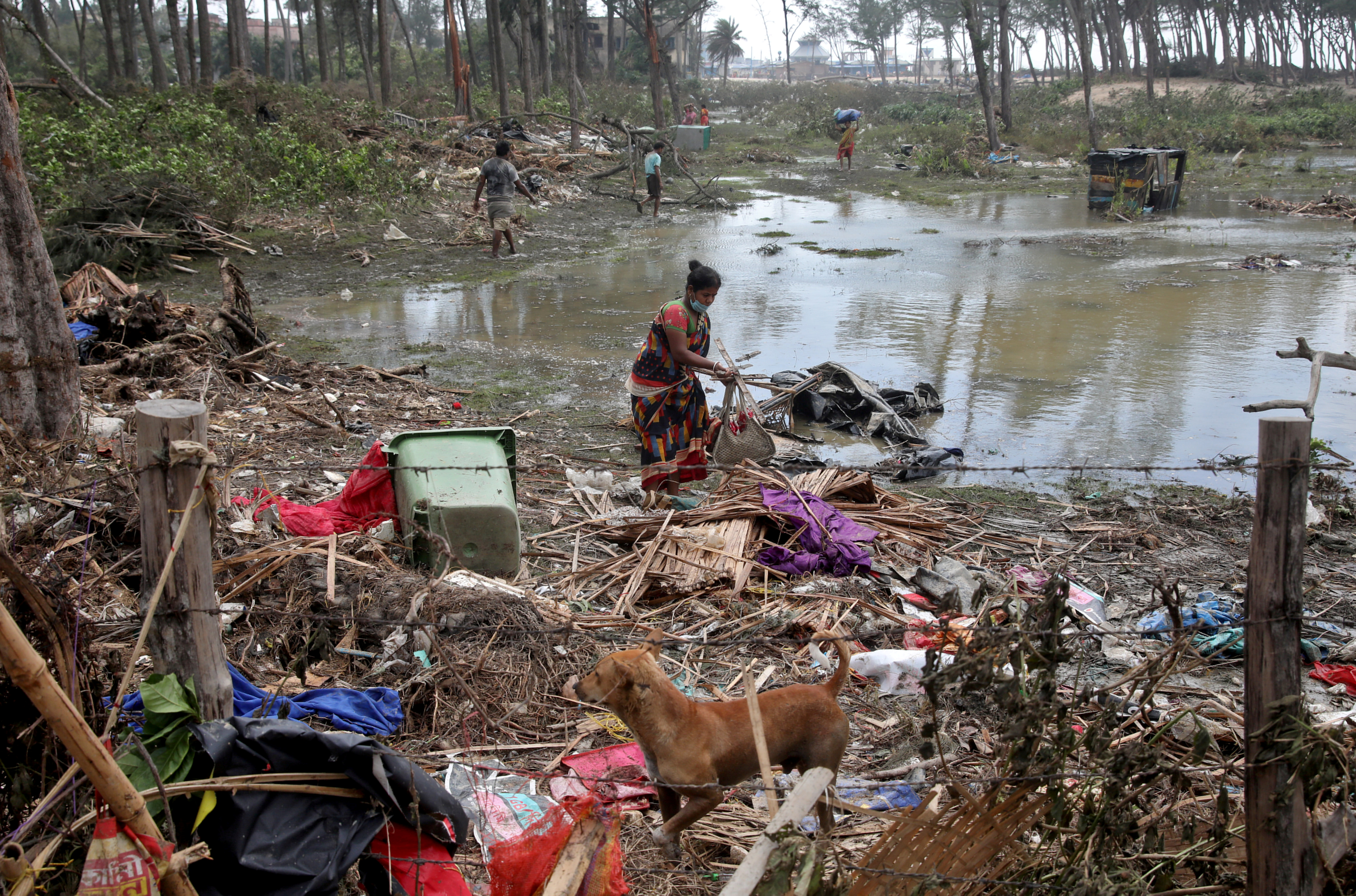 A woman salvages her belongings near her damaged hut following Cyclone Yaas in Digha, Purba Medinipur district in the eastern state of West Bengal, India, May 27, 2021. REUTERS/Rupak De Chowdhuri
