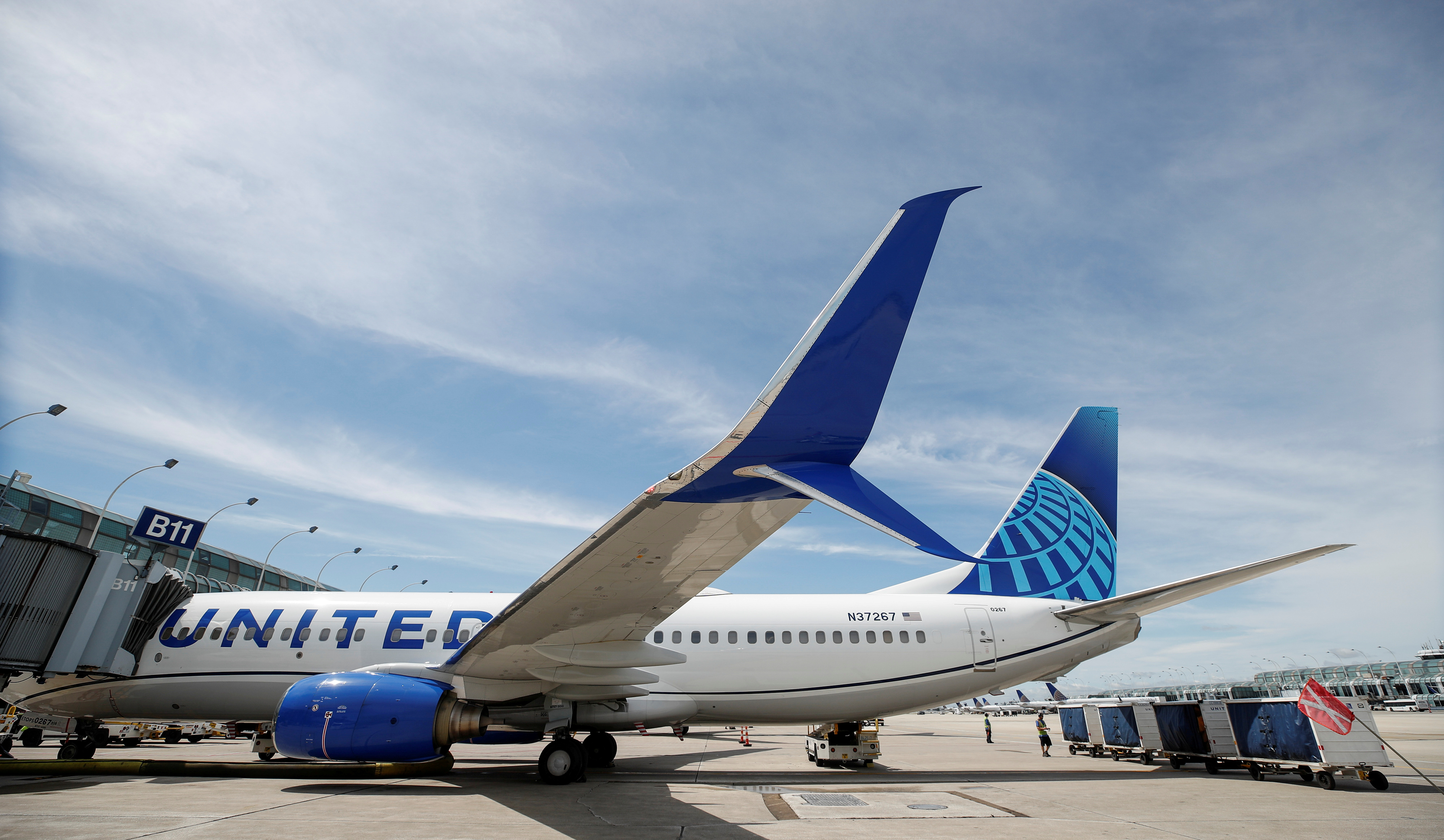 A United Airlines Boeing 737-800 sits at a gate after arriving at O'Hare International Airport in Chicago, Illinois, U.S., June 5, 2019. REUTERS/Kamil Krzaczynski/File Photo